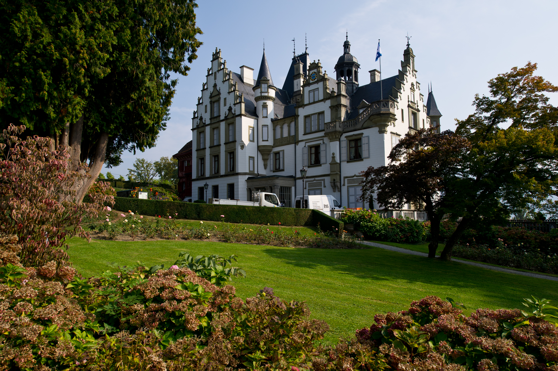 File:Luzern Meggen Schloss Meggenhorn garden.jpg - Wikimedia Commons