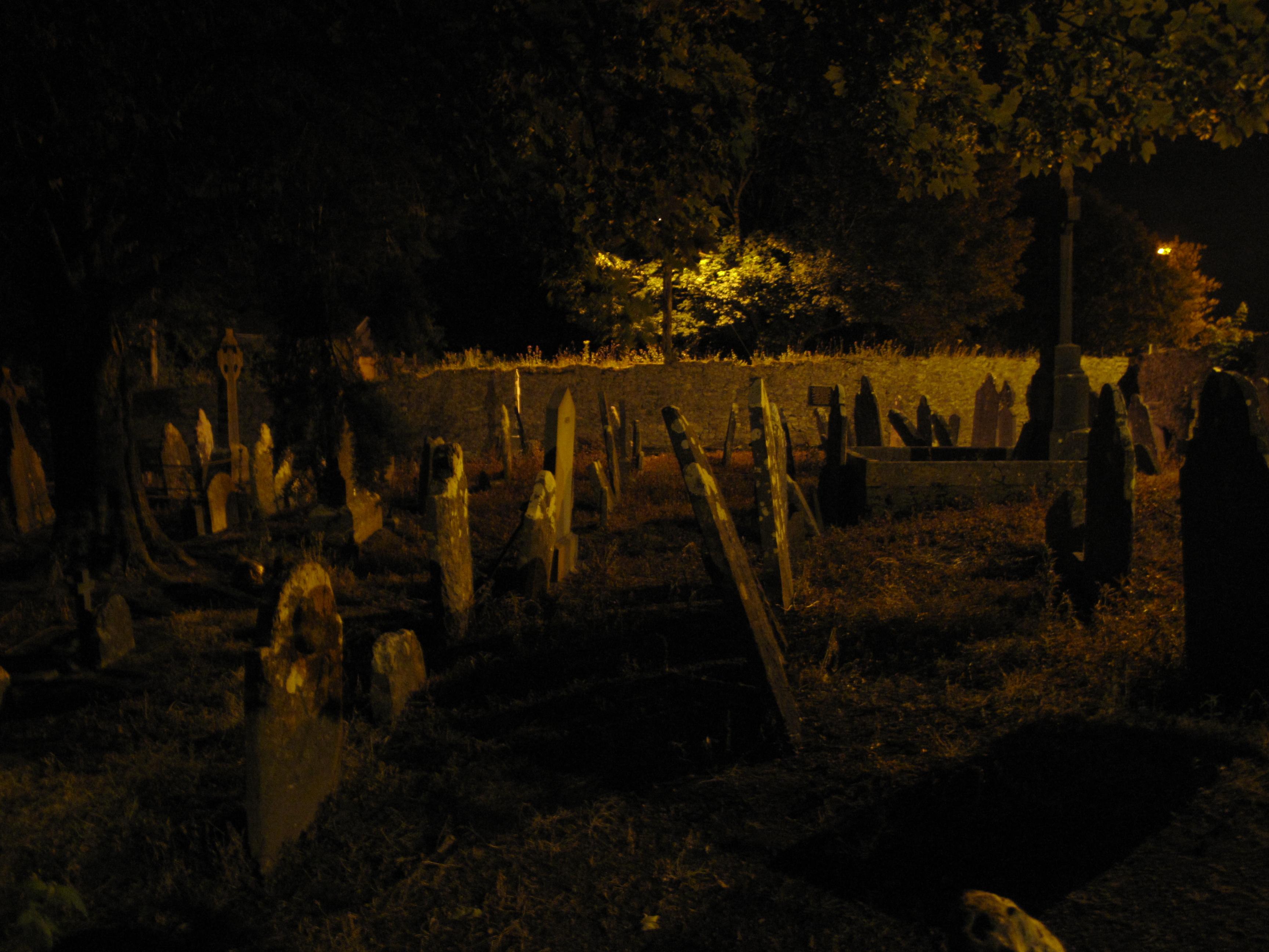 File:Temple Hill Graveyard (Cork) at night 02.JPG - Wikimedia Commons