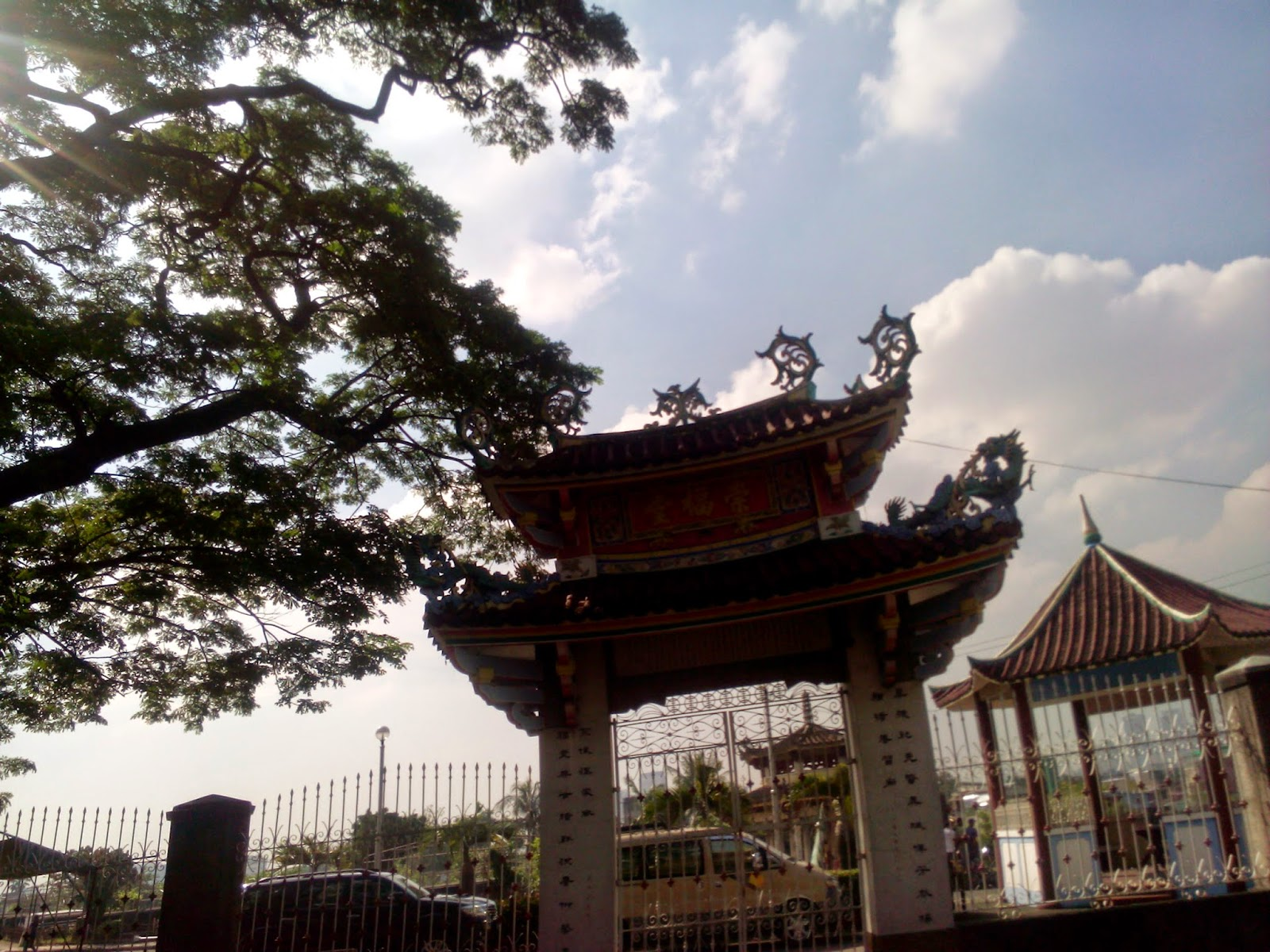 LOVERBOYZ AVENUE: Walk with Chan: Manila Chinese Cemetery by foot