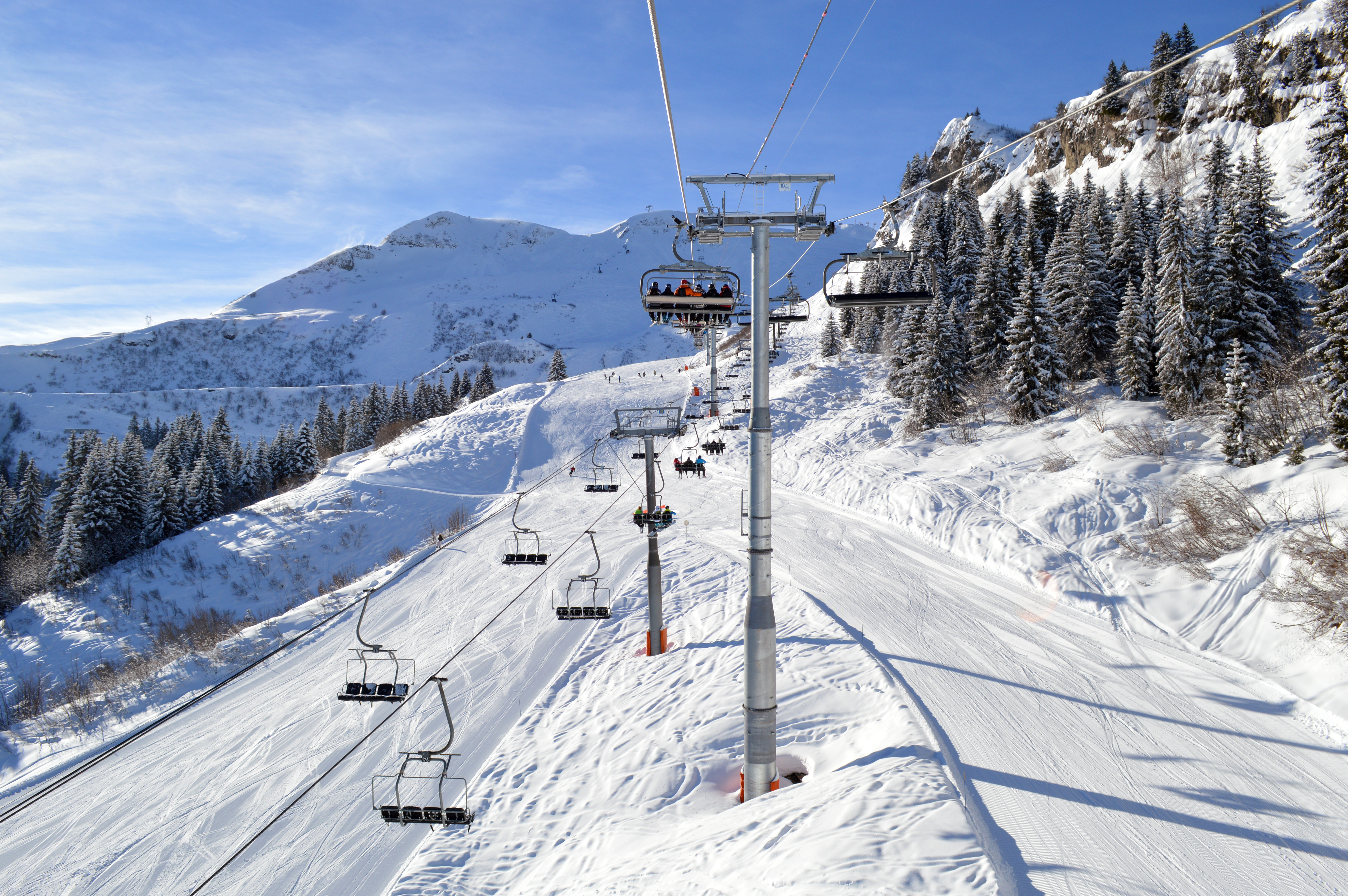 File:Chariande 2 and Chariande Express chairlifts, Samoëns.jpg ...
