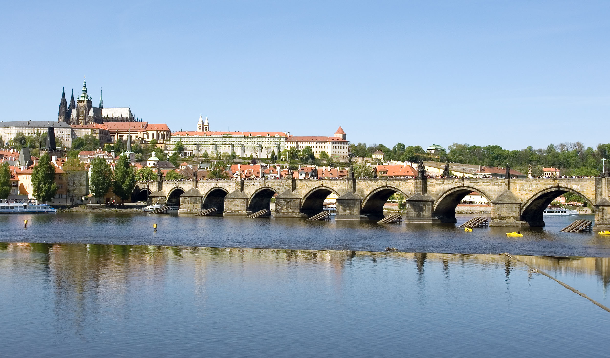 Charles Bridge - Wikipedia