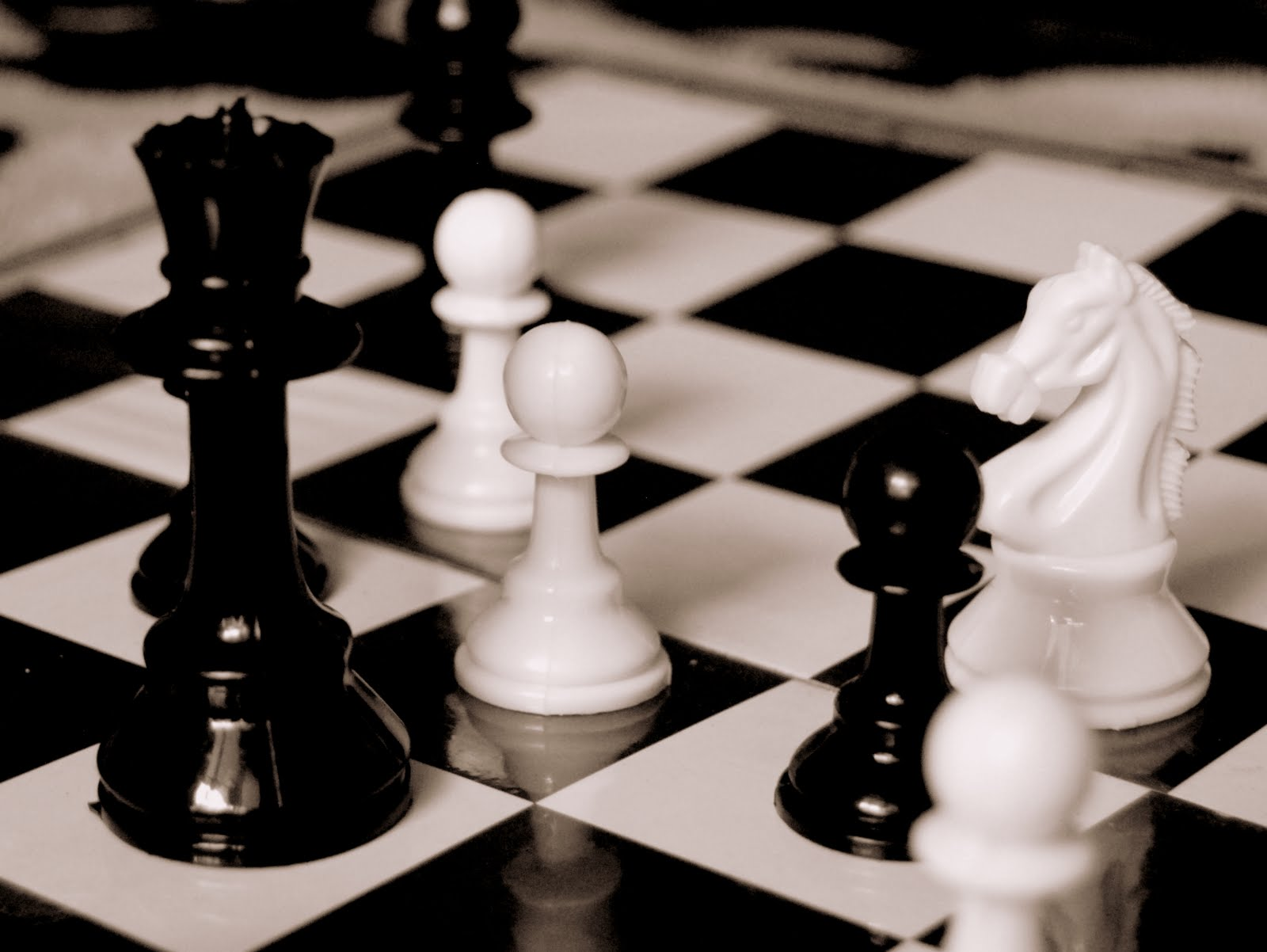 Coffee Rings Everywhere: The Chess game