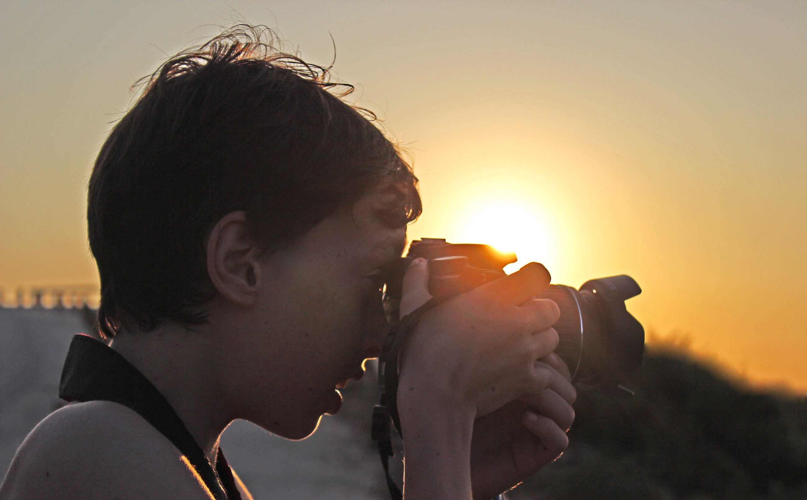 Child taking a picture with DSLR camera, Amateur, Lowlight, Vacations, Taking, HQ Photo