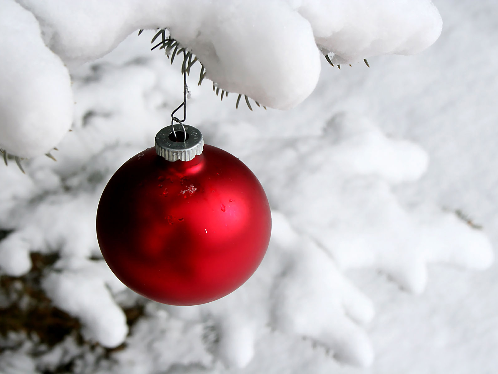 Download Christmas HD Wallpaper Background Picture christmas ball ...