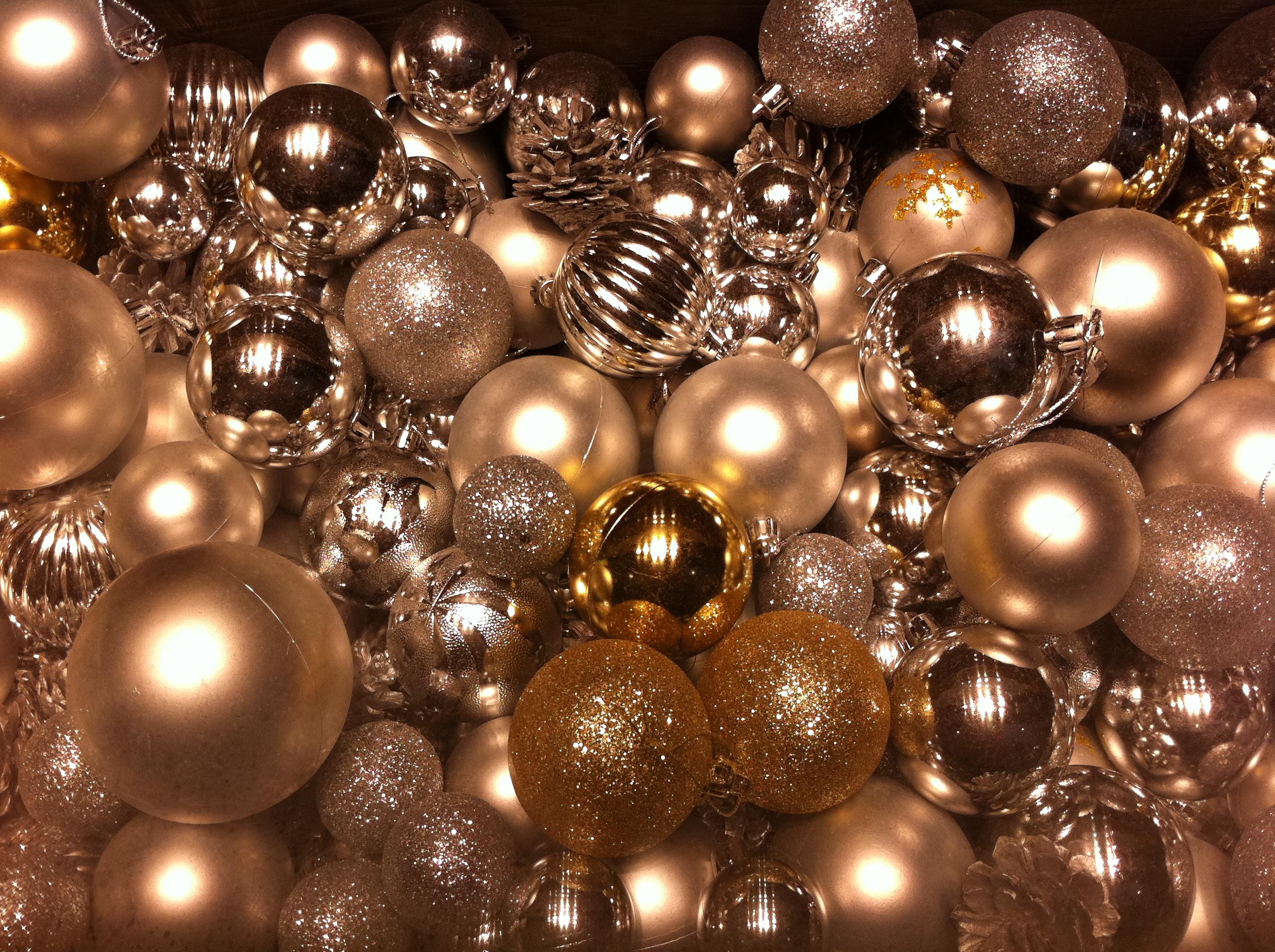 File:HK Central IFC Mall Christmas ornaments decor balls Dec-2012 ...