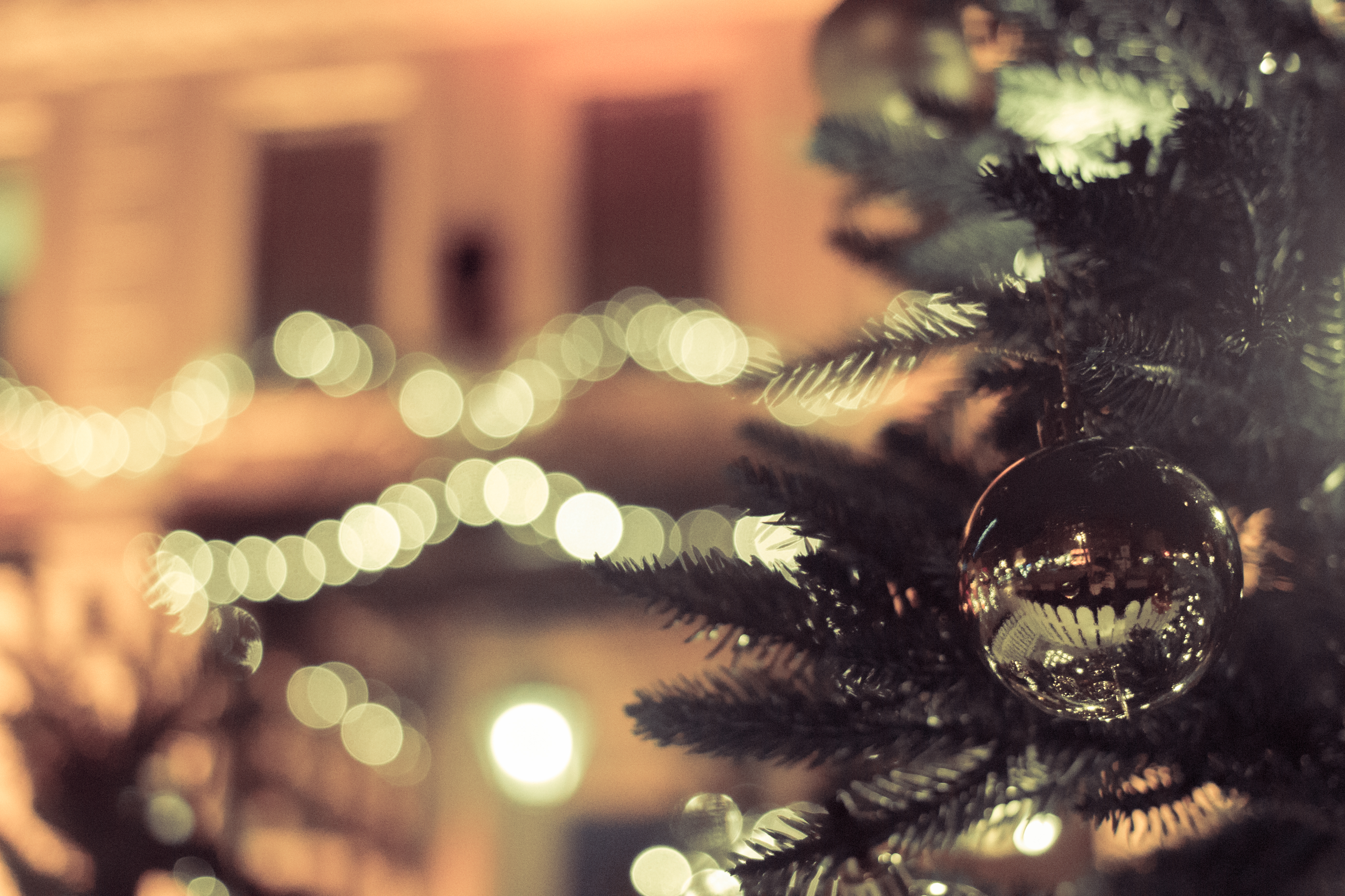Bokeh Christmas Tree Baubles - Picography Free Photo