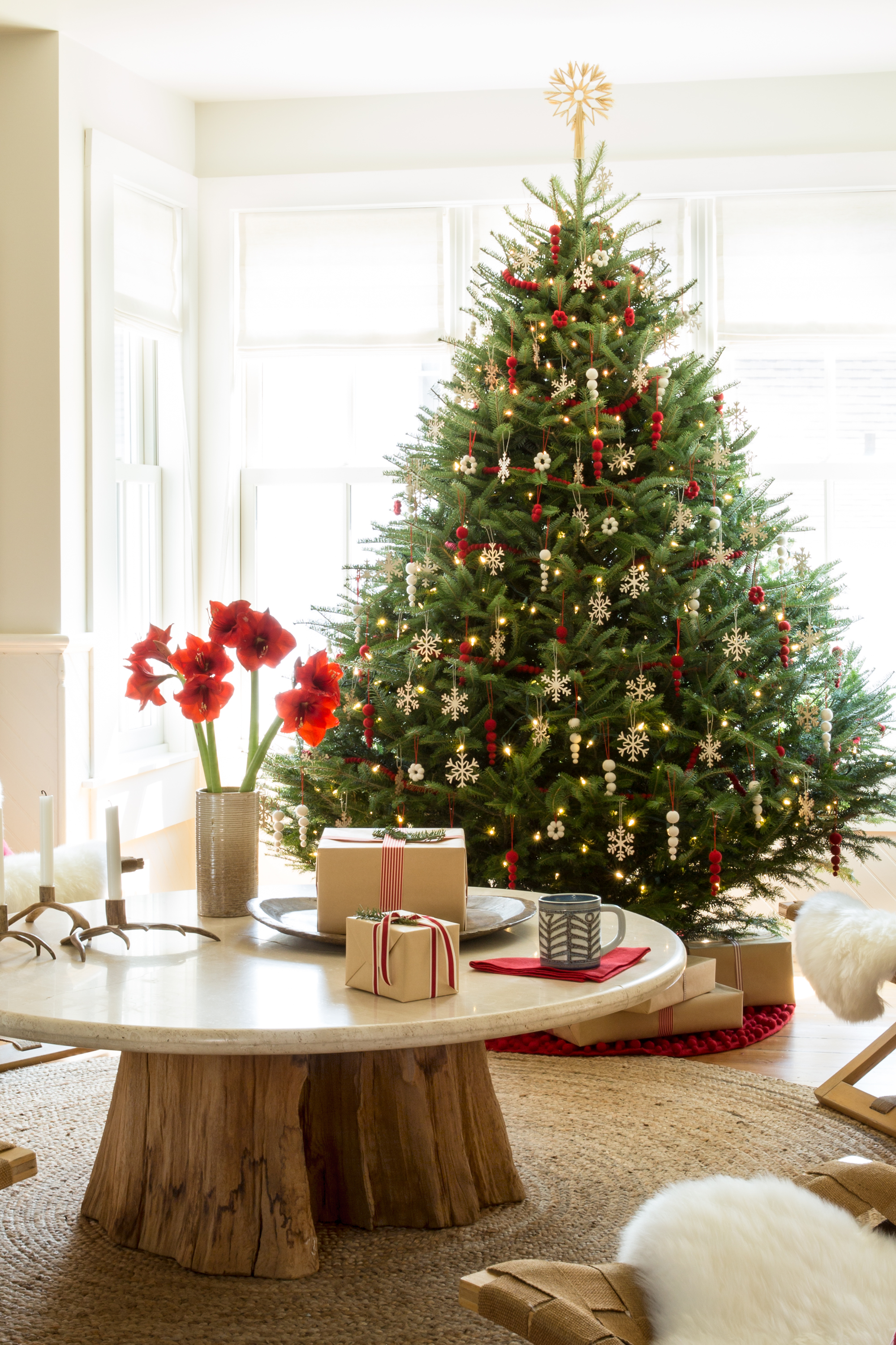Excellent Corner Tabletop Christmas Decoration Featuring White Short ...