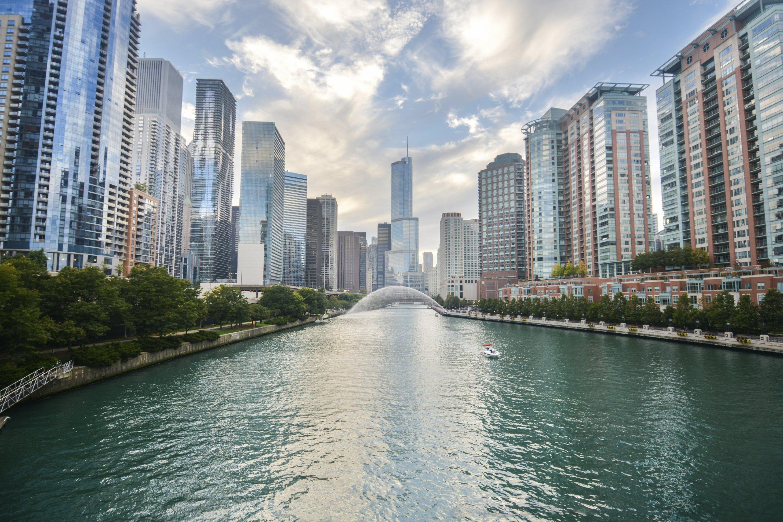 1-Day Chicago City Landmarks Tour - TakeTours