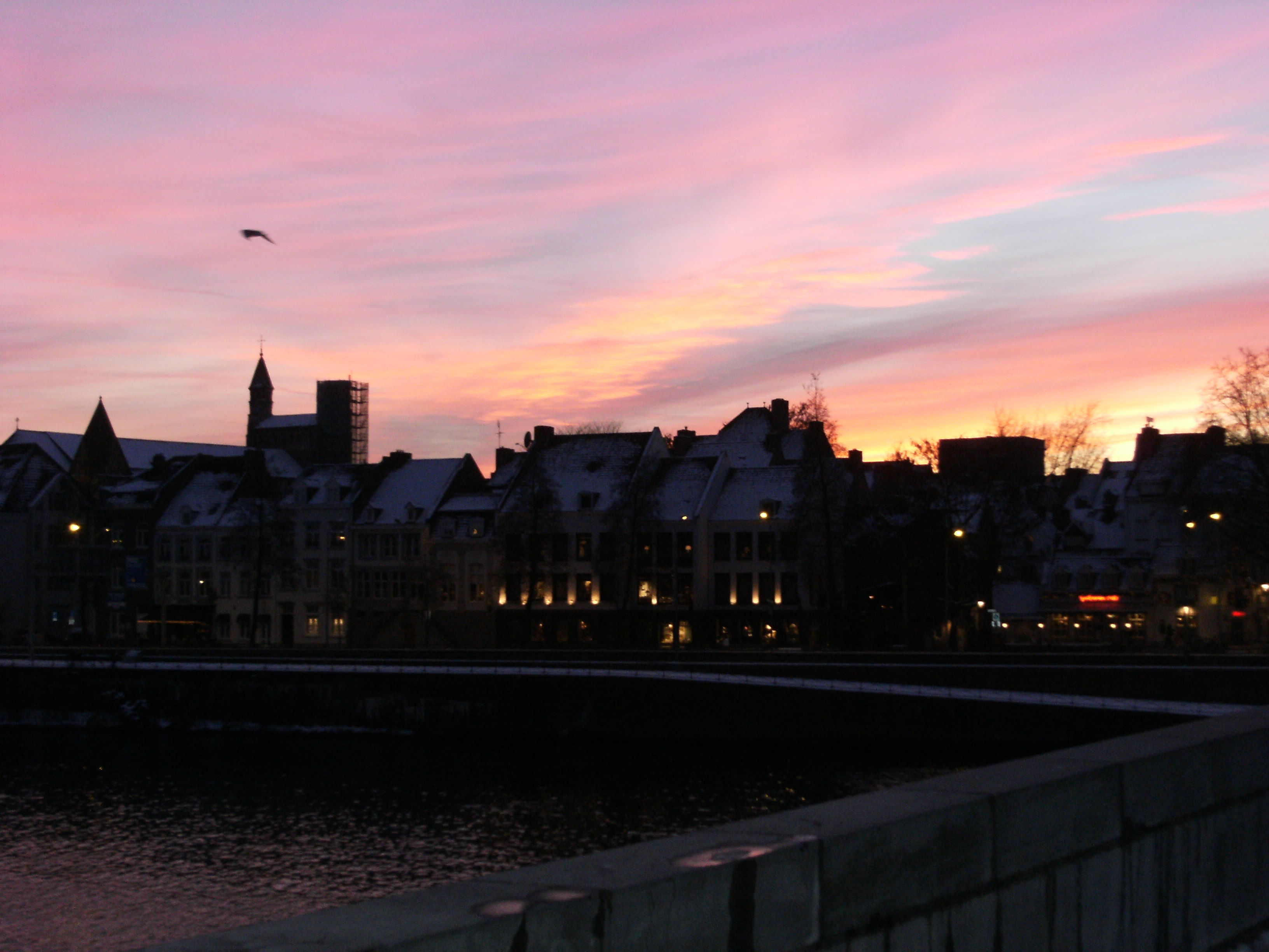 File:Maastricht view from St. Servatius bridge at city at dusk.JPG ...