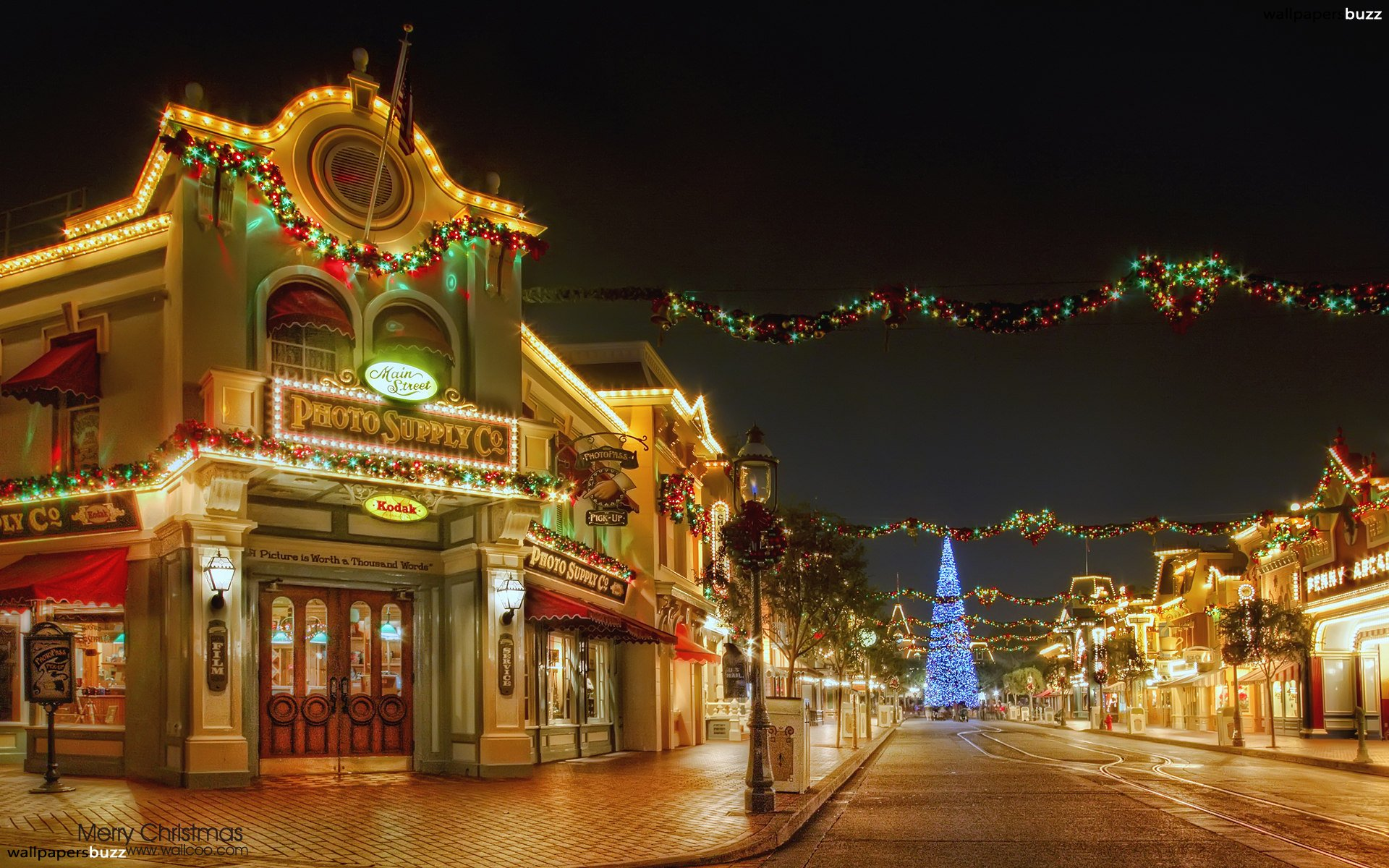 Decorated town at Christmas HD Wallpaper