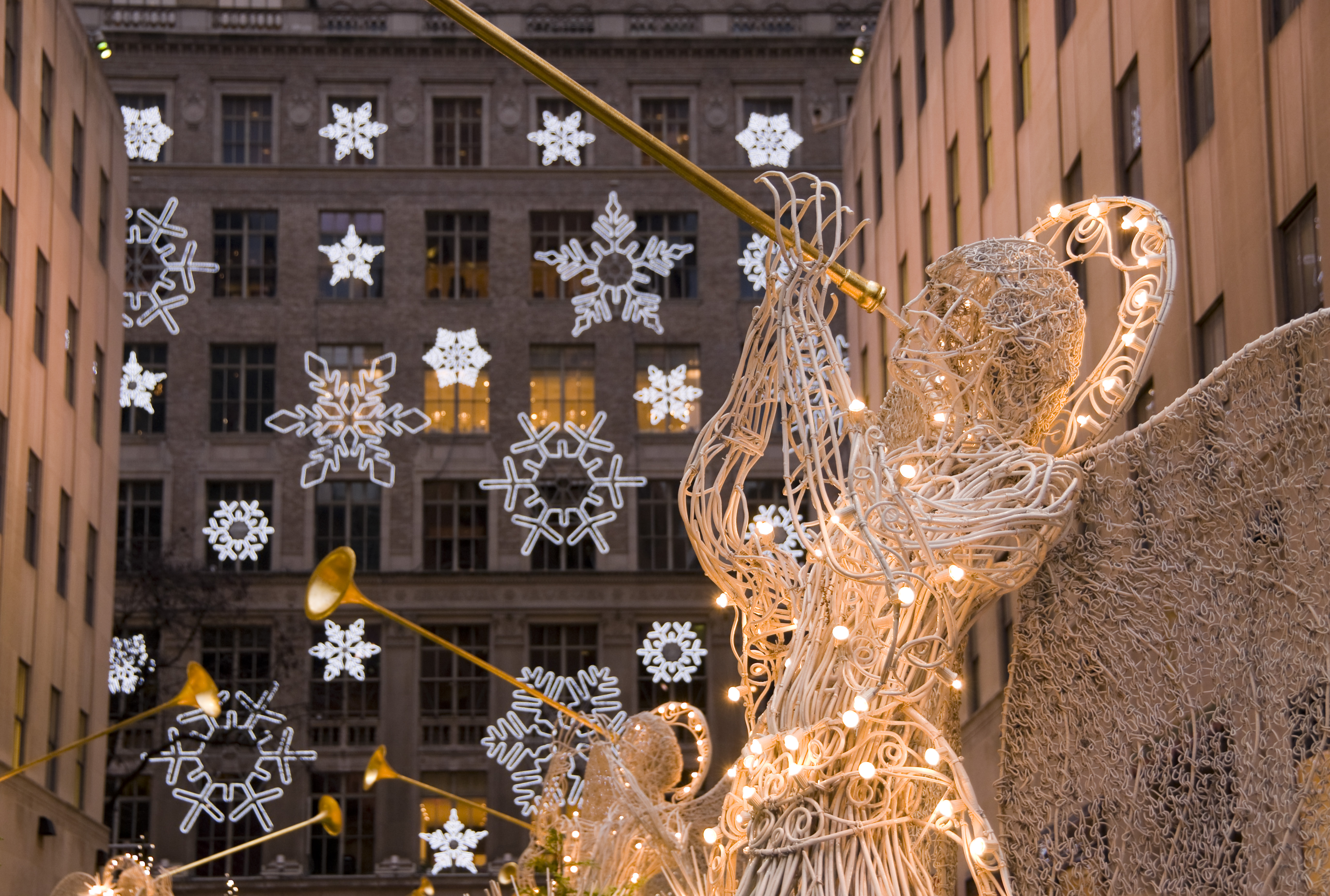 new-york-city-manhattan-rockefeller-center-christmas-decorations-and ...