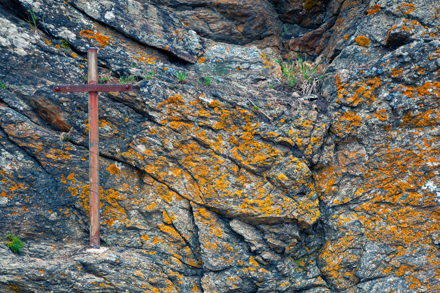 Cliff cross - hdr photo