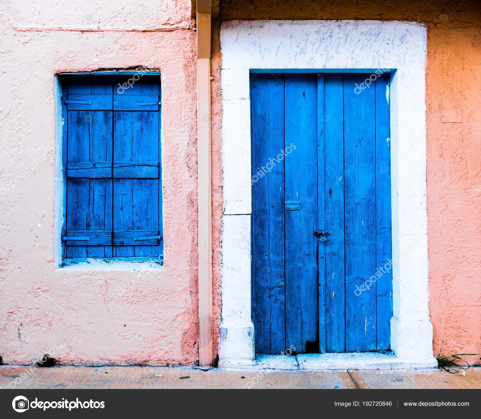 Closed Wooden Door House — Stock Photo © Bruno135 #192720846