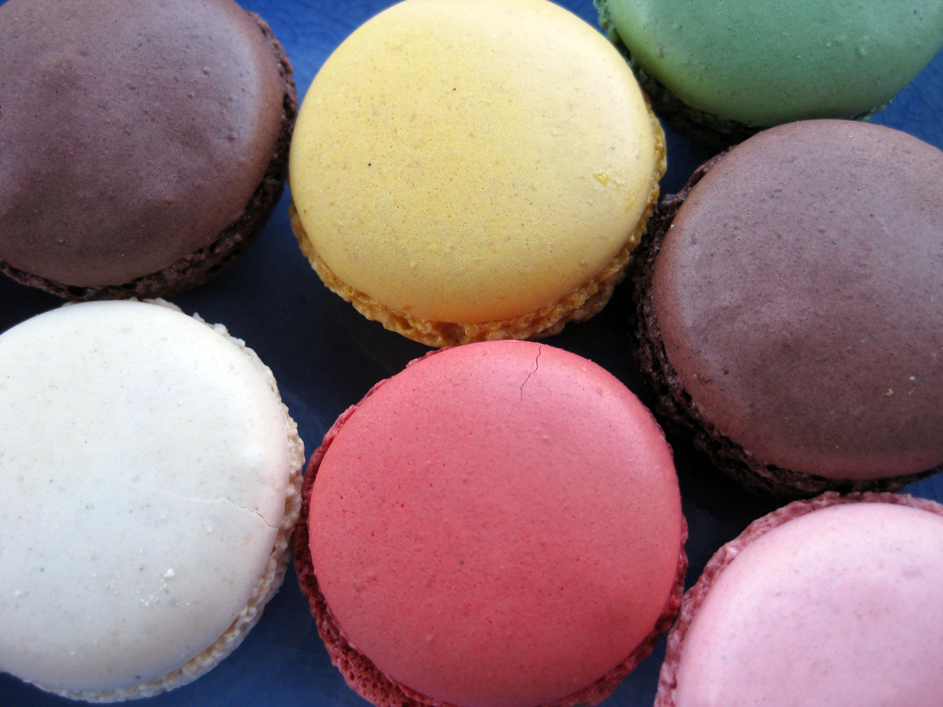 File:Closeup of macarons, August 2009.jpg - Wikimedia Commons