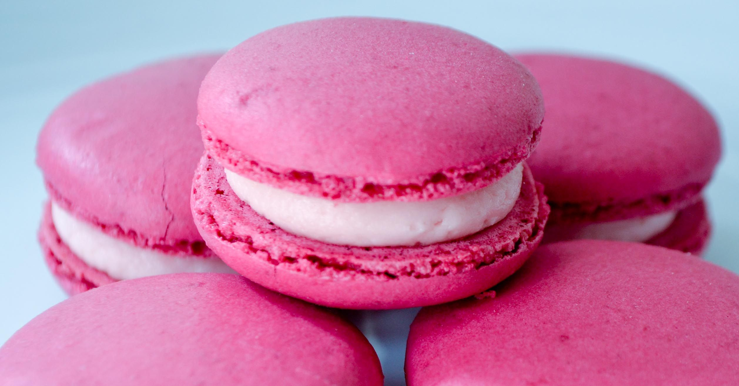 Rose Macaroons | Macaroons, Pistachios and Mousse