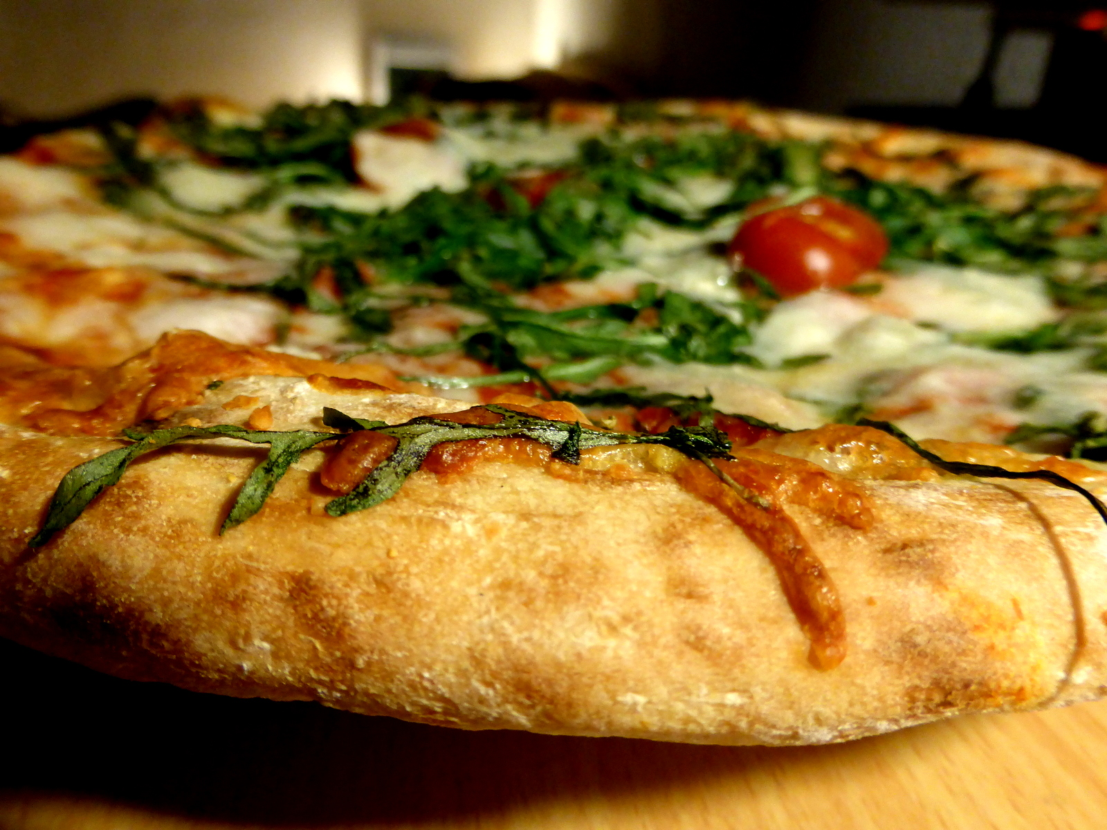 File:Vegetarian-pizza-close-up-crust.jpg - Wikimedia Commons