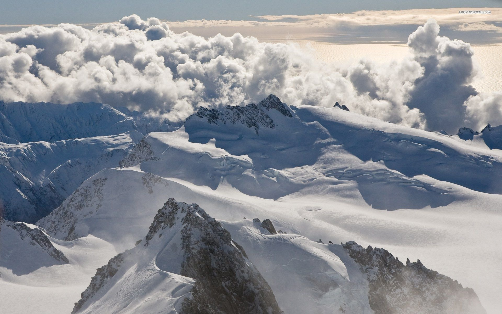 Cloudy Mountain Tops 826907 - WallDevil