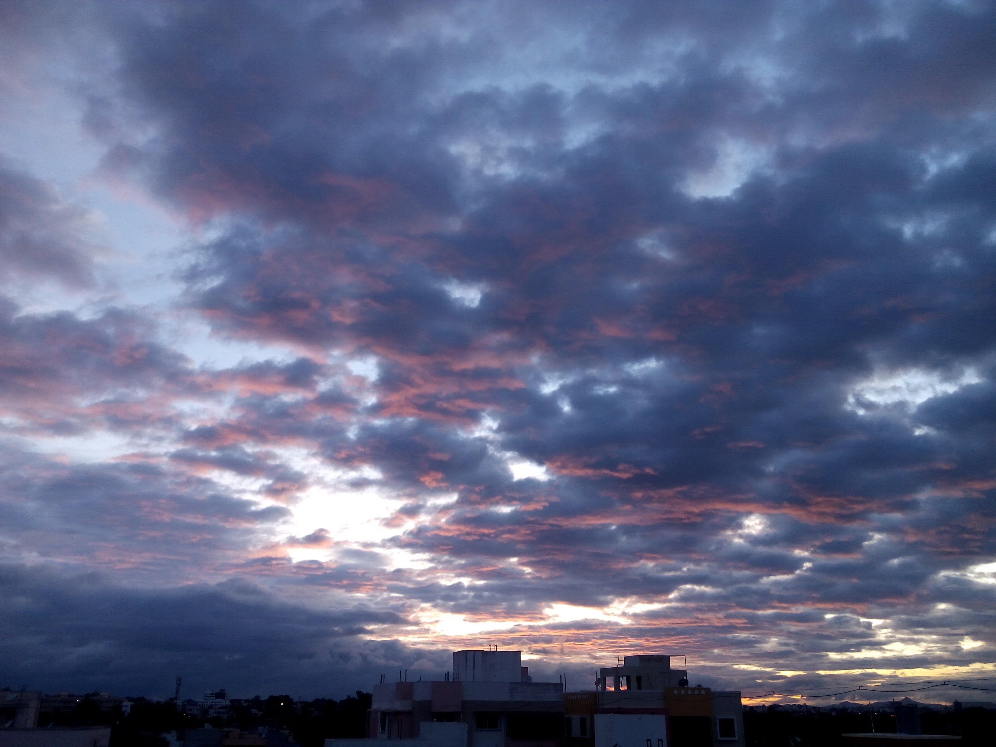 File:Cloudy weather,nashik.jpg - Wikimedia Commons