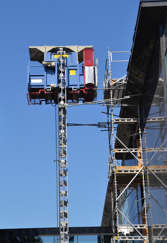 Construction hoist/elevator photo