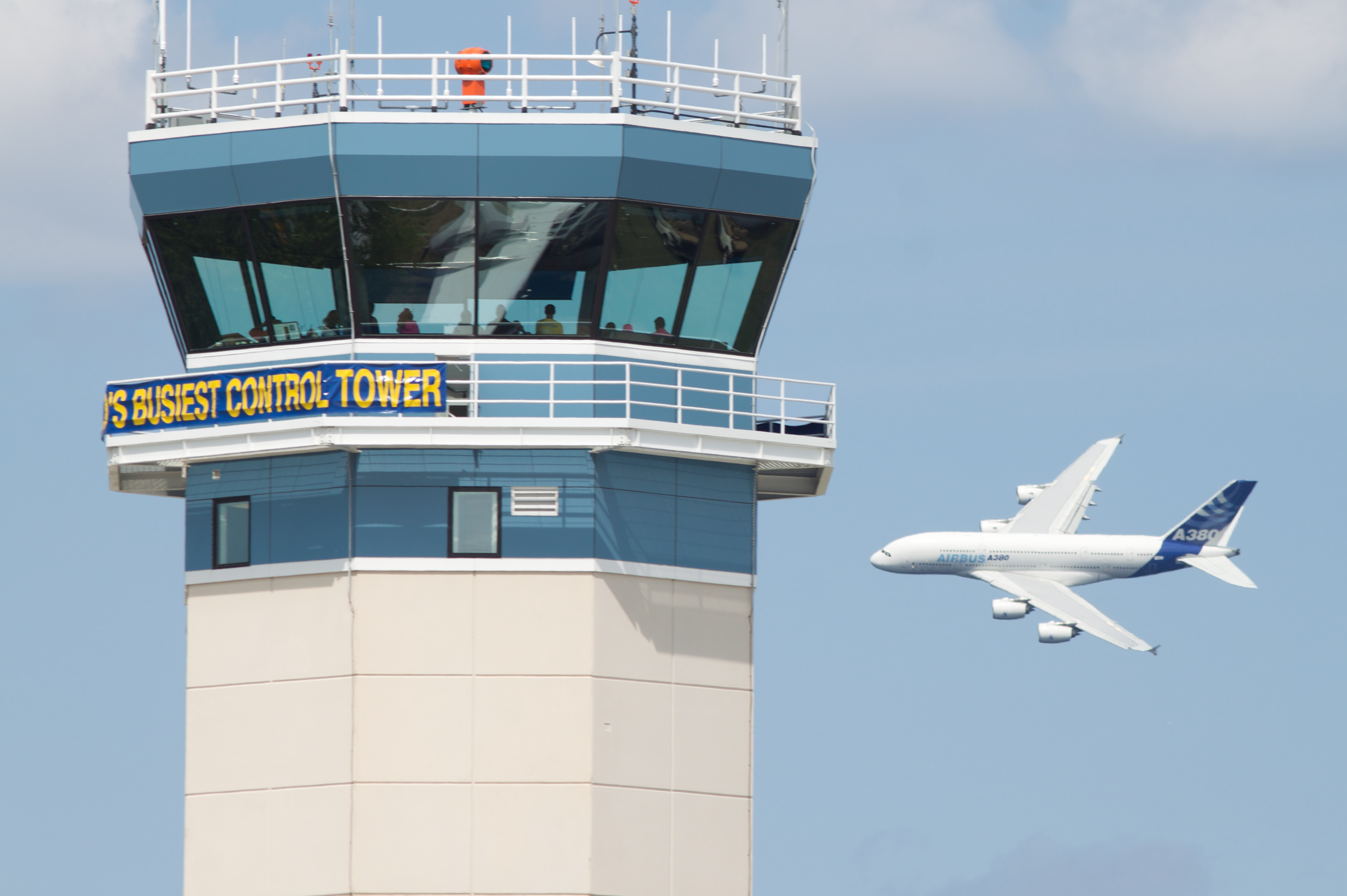 File:Worlds busiest control tower.jpg - Wikimedia Commons