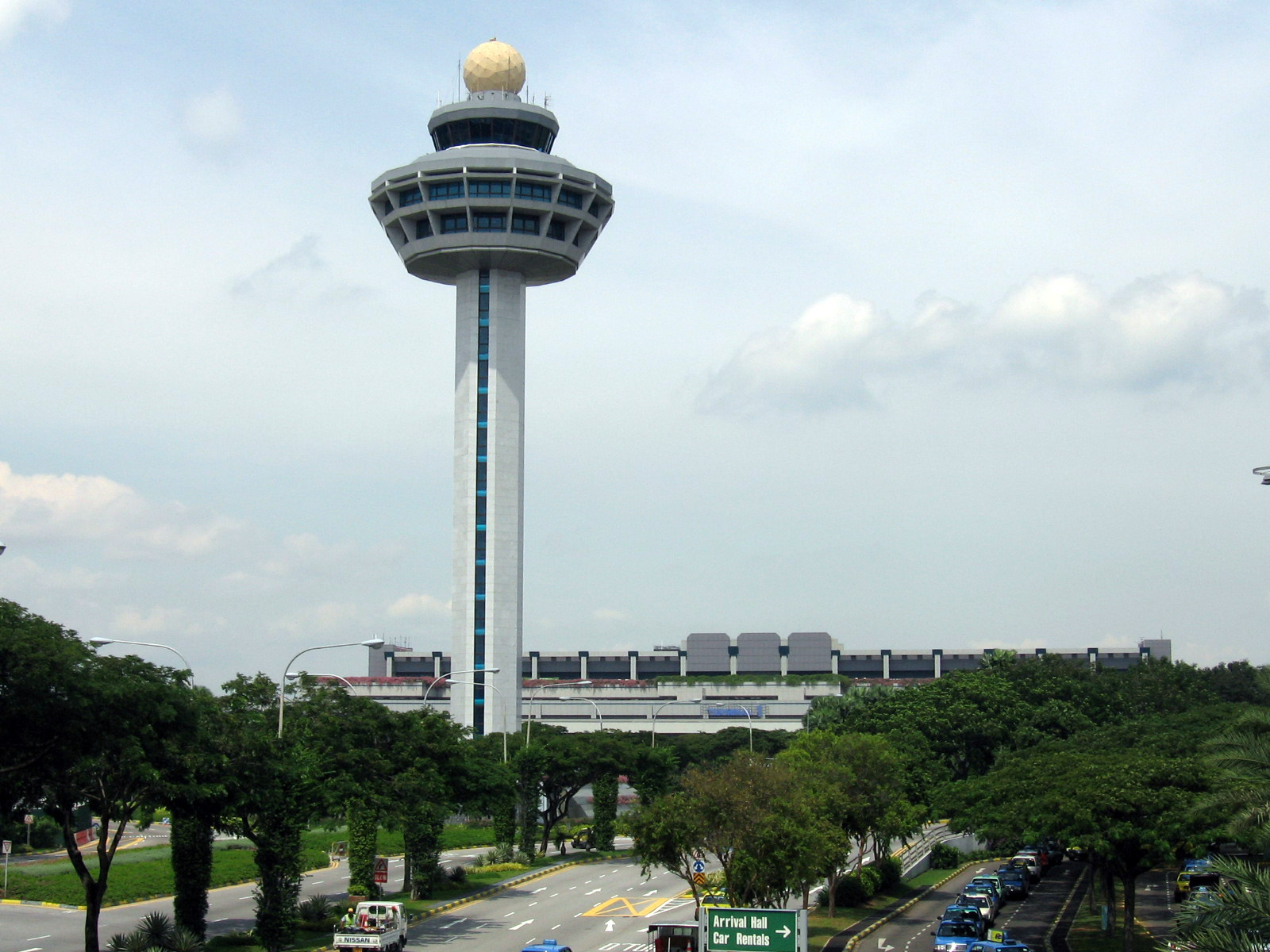 File:Singapore Changi Airport, Control Tower 2, Dec 05.JPG - Wikipedia