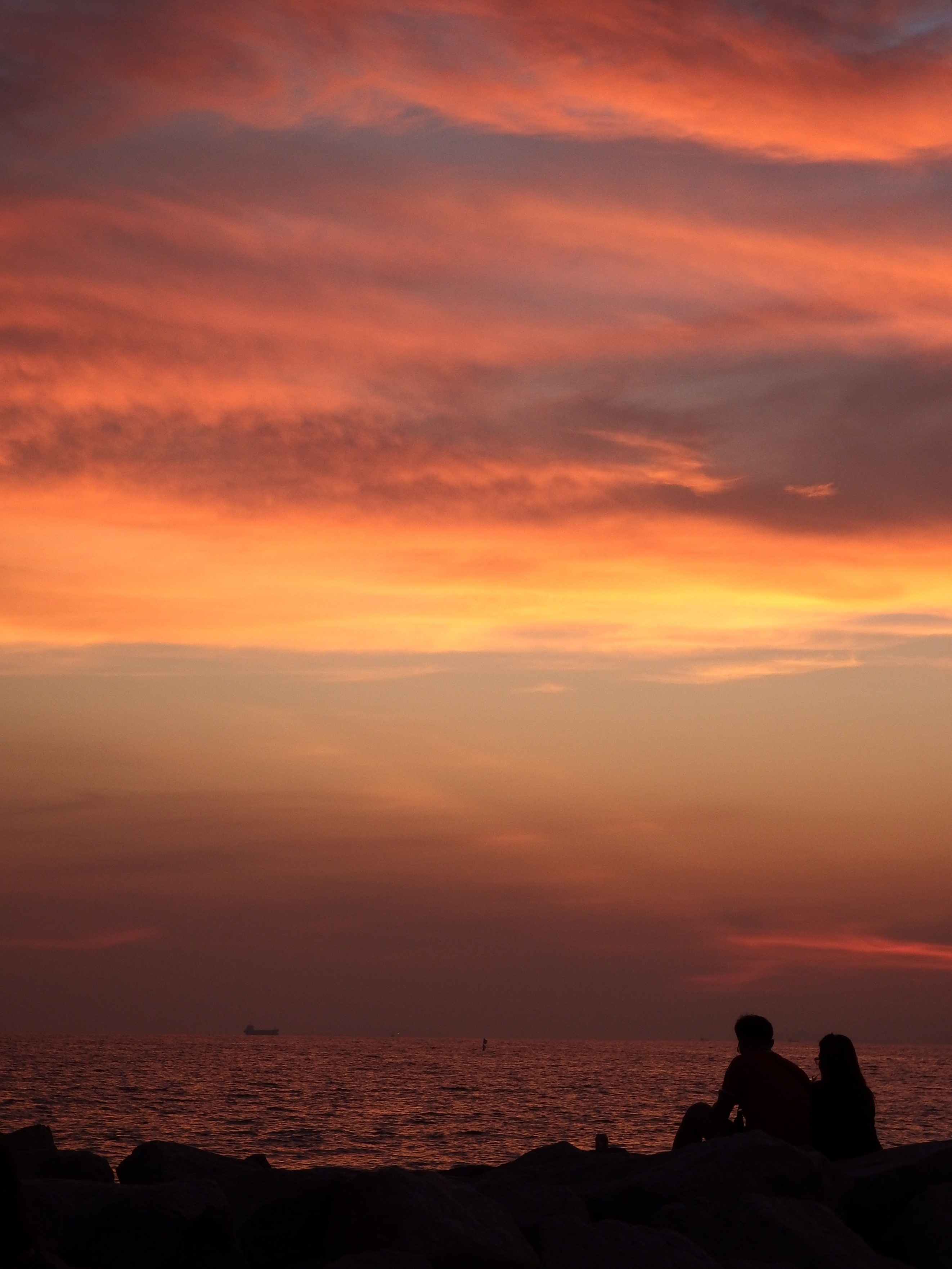 Couple Sit and Watch the Sunset, Beach, Sit, Valentine, Vacation, HQ Photo