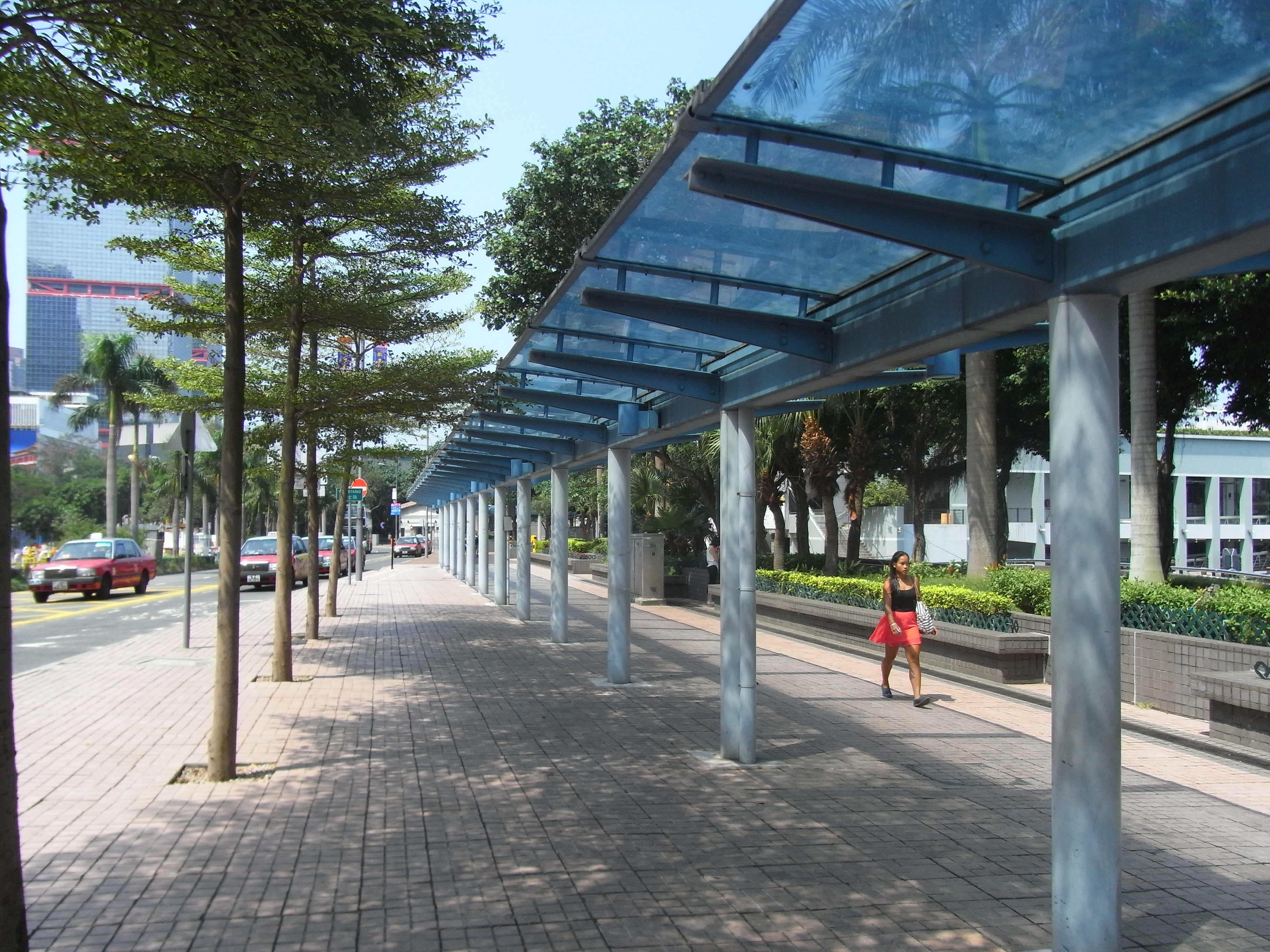 File:HK Sheung Wan Central Piers Man Kwong Street covered walkway ...