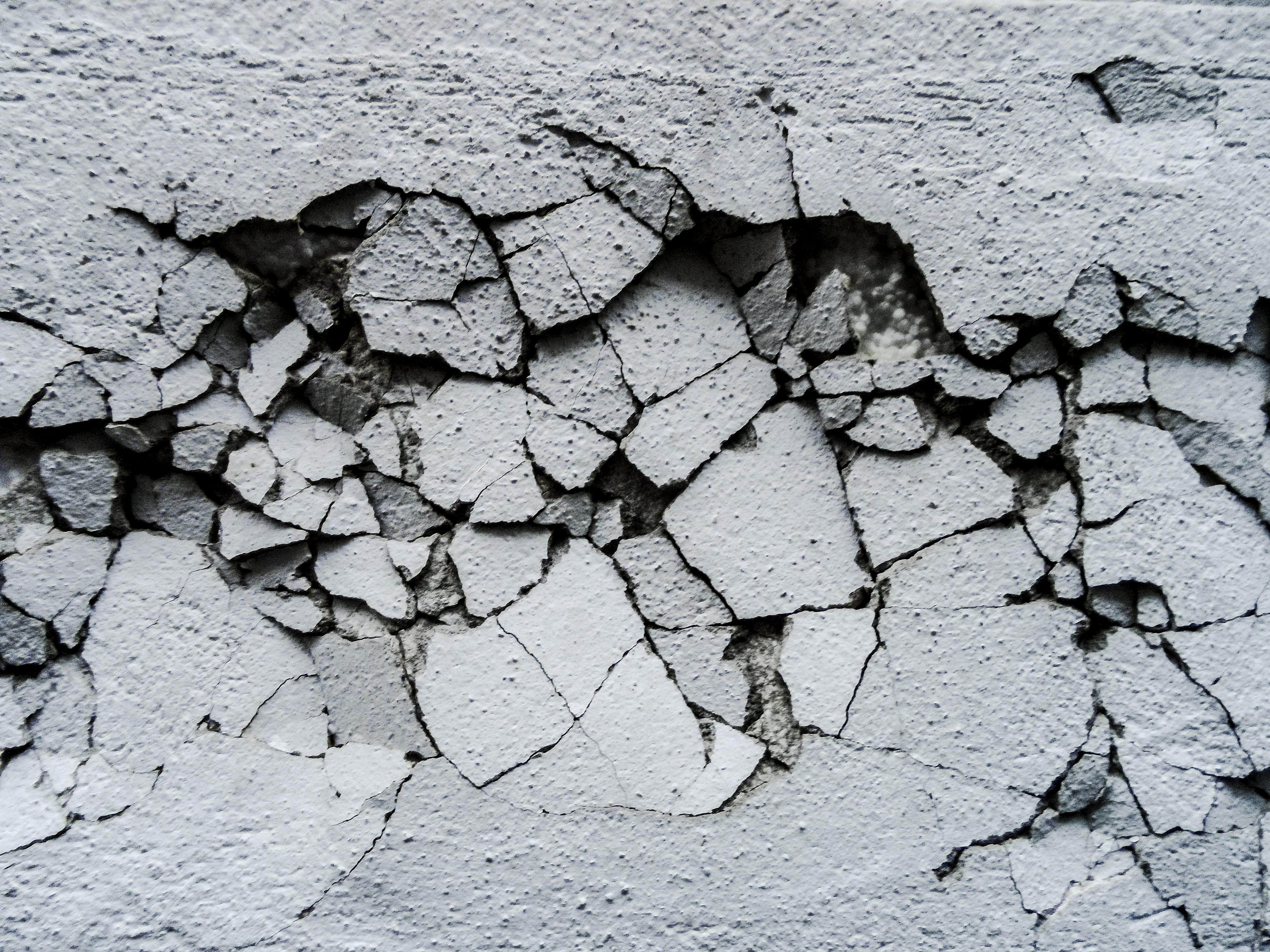 Cracked wall photo