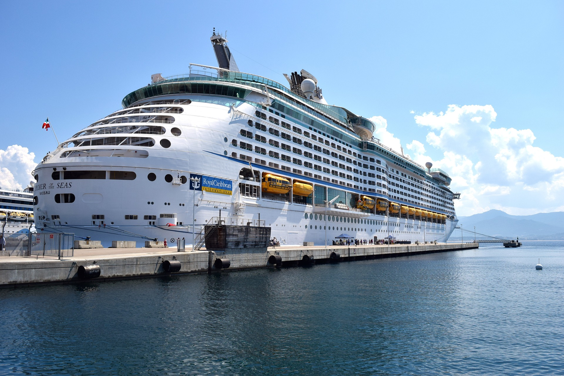 Cruise on the port photo