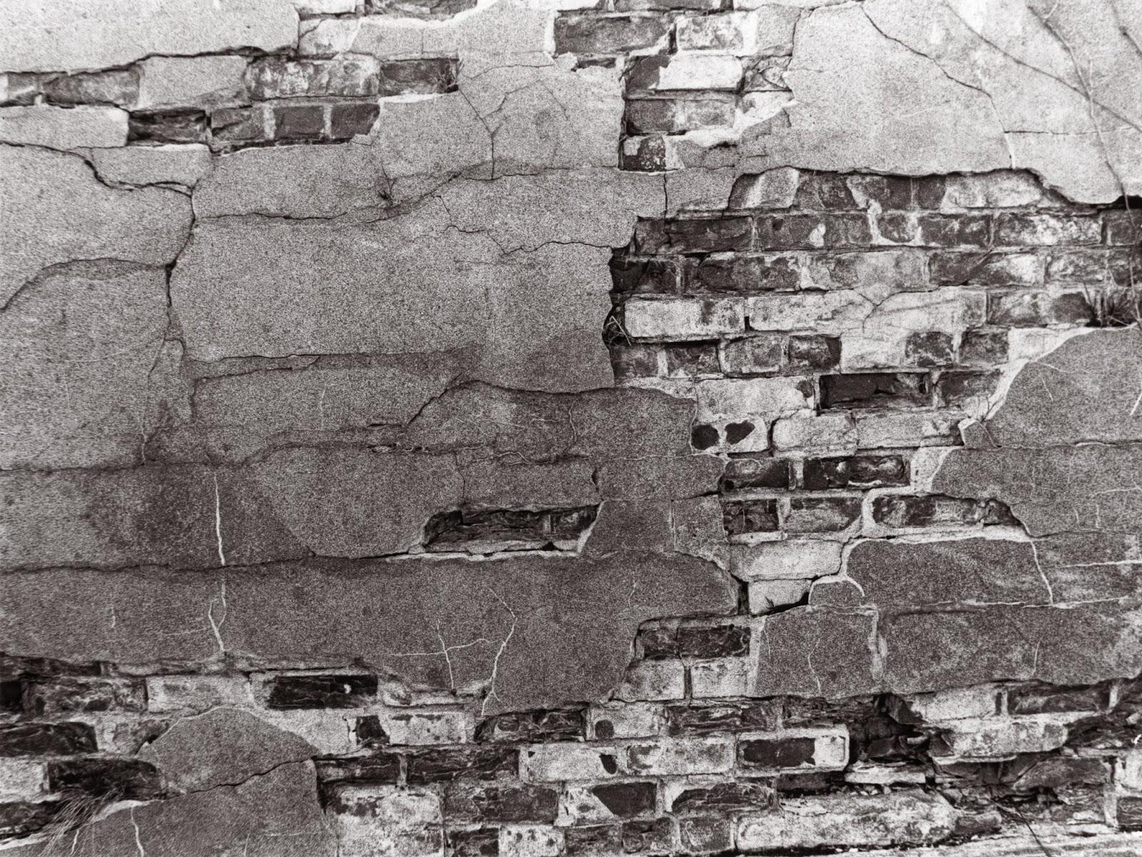 Crumbling wall photo
