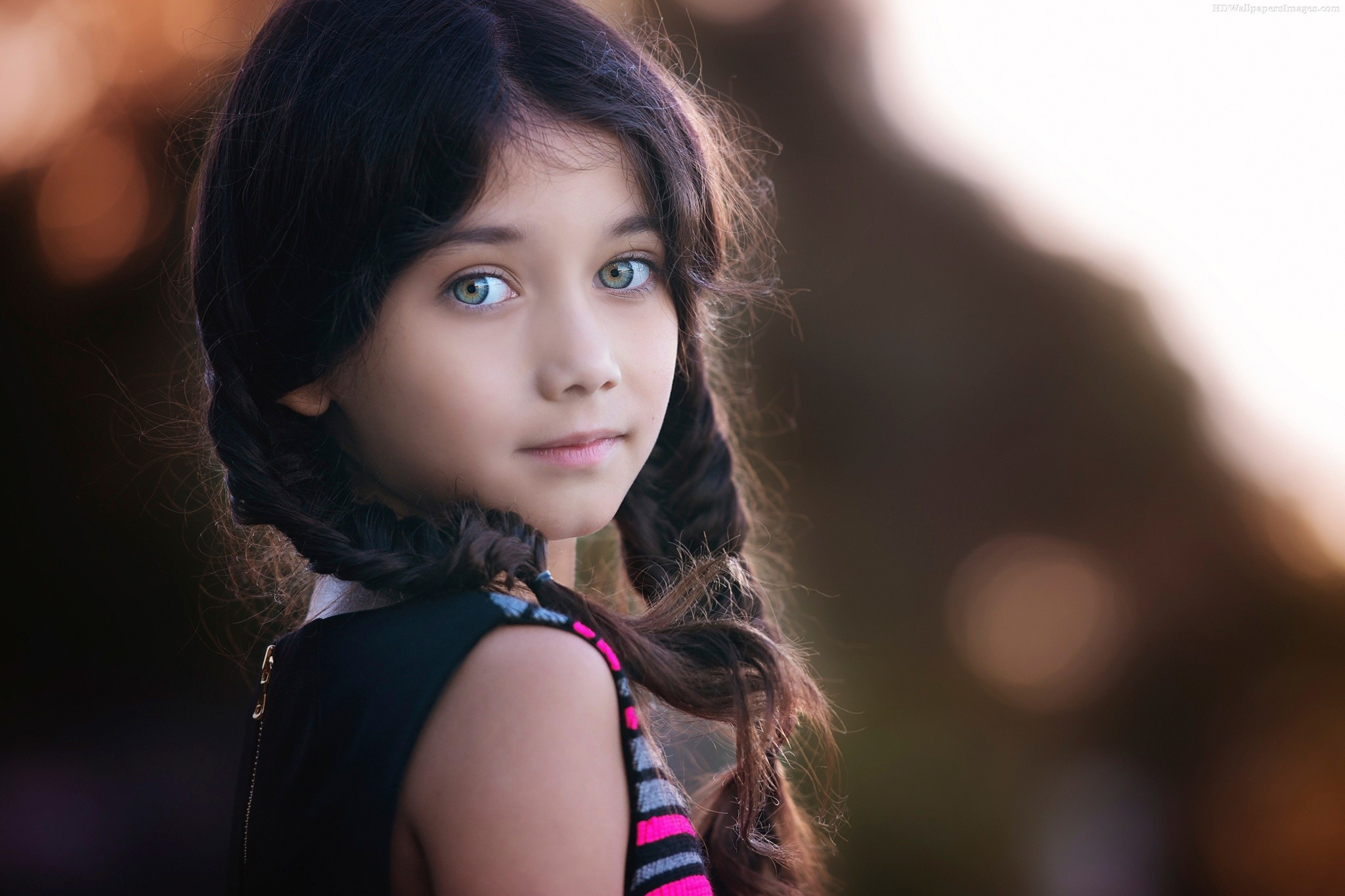 Cute Little Girl Hairstyle And Big Blue Eyes Wallpaper ...