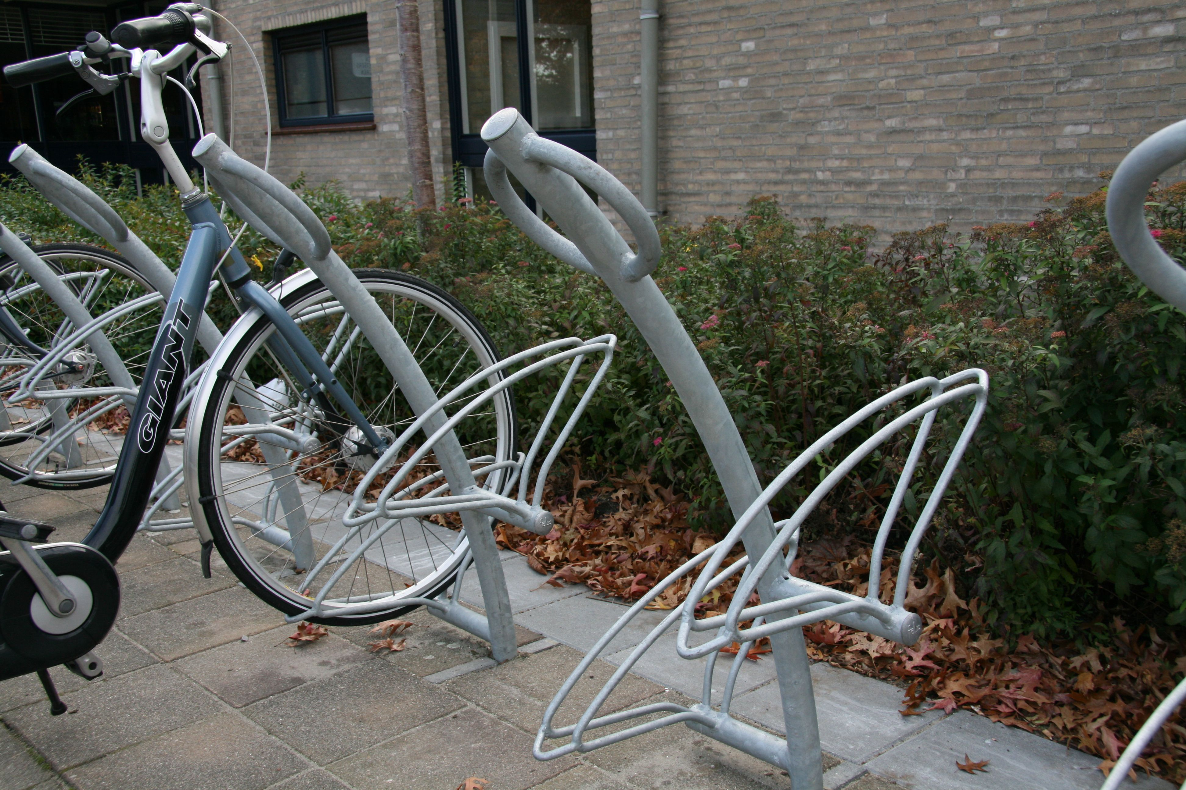 Cycles can be secured to the Triangle-10 cycle stand using it unique ...