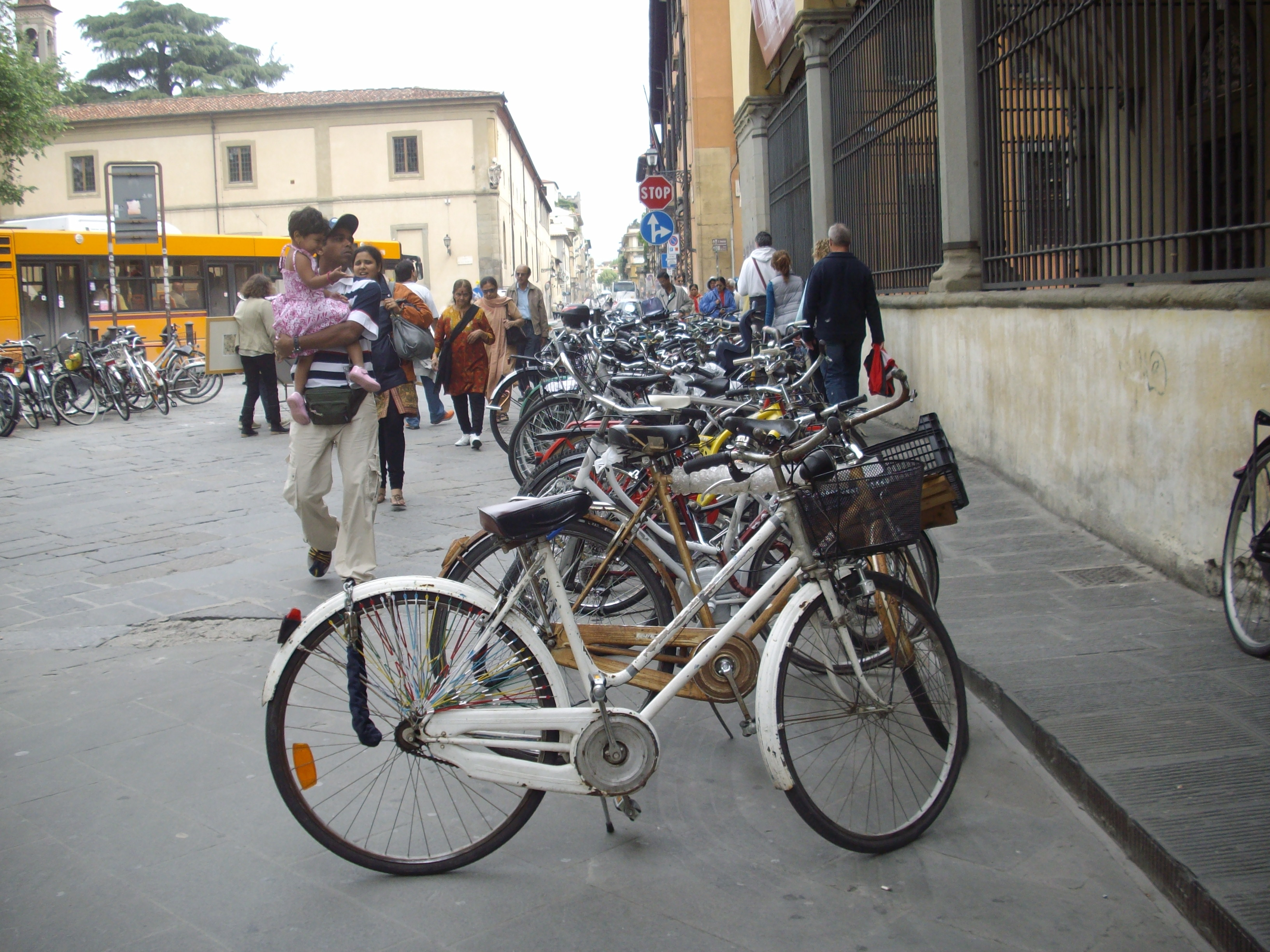 File:'Cycle Stand' at Florence(Italy).jpg - Wikimedia Commons