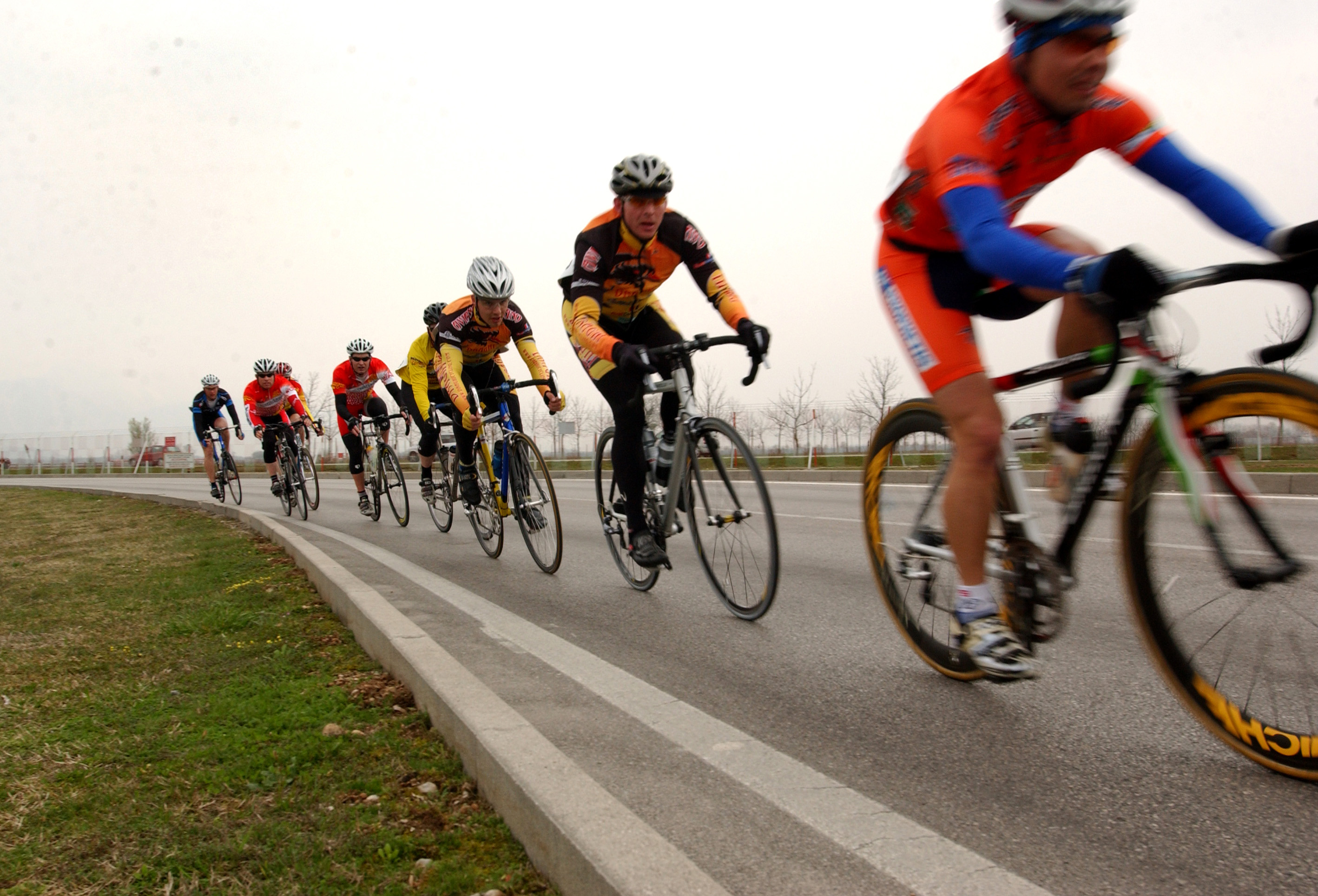 File:Military cyclists in pace line.jpg - Wikimedia Commons