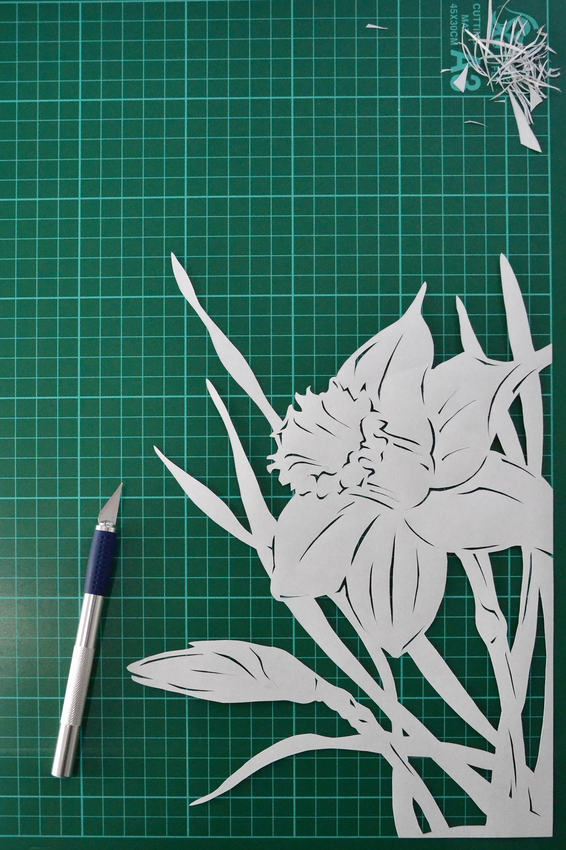 Daffodil paper cutting