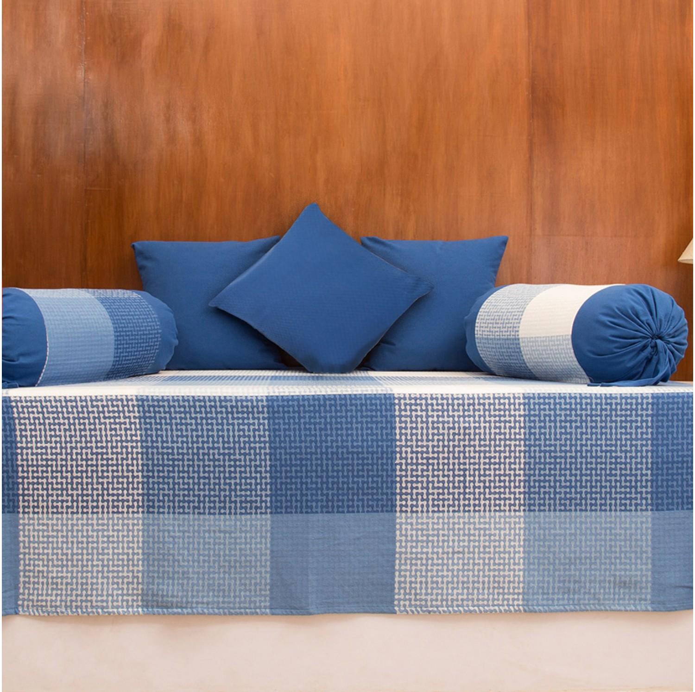 Deewan with cushions photo