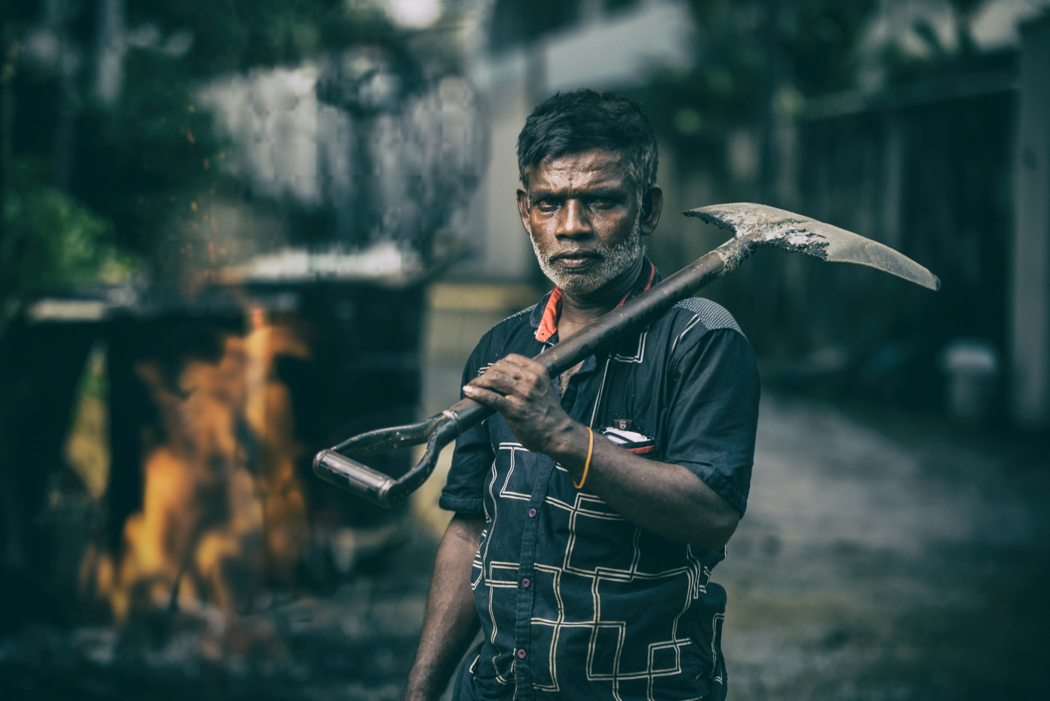 Depth of Field Photography of Man in Black Shirt Holding Shovel, Action, Adult, Job, Leisure, HQ Photo