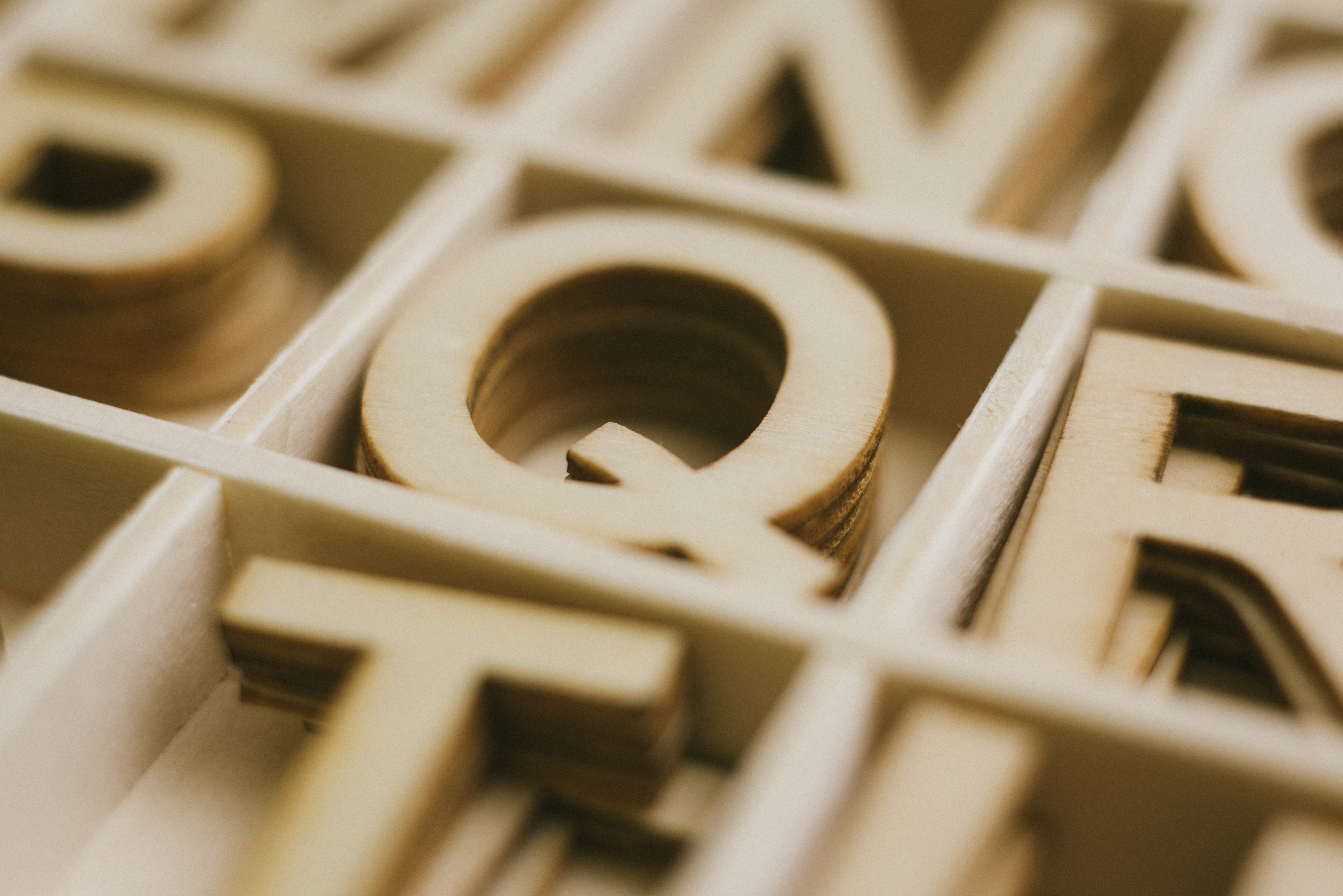 Depth of Field Photography of Q Alphabet Sticker, Blur, Boxes, Close -up, Design, HQ Photo