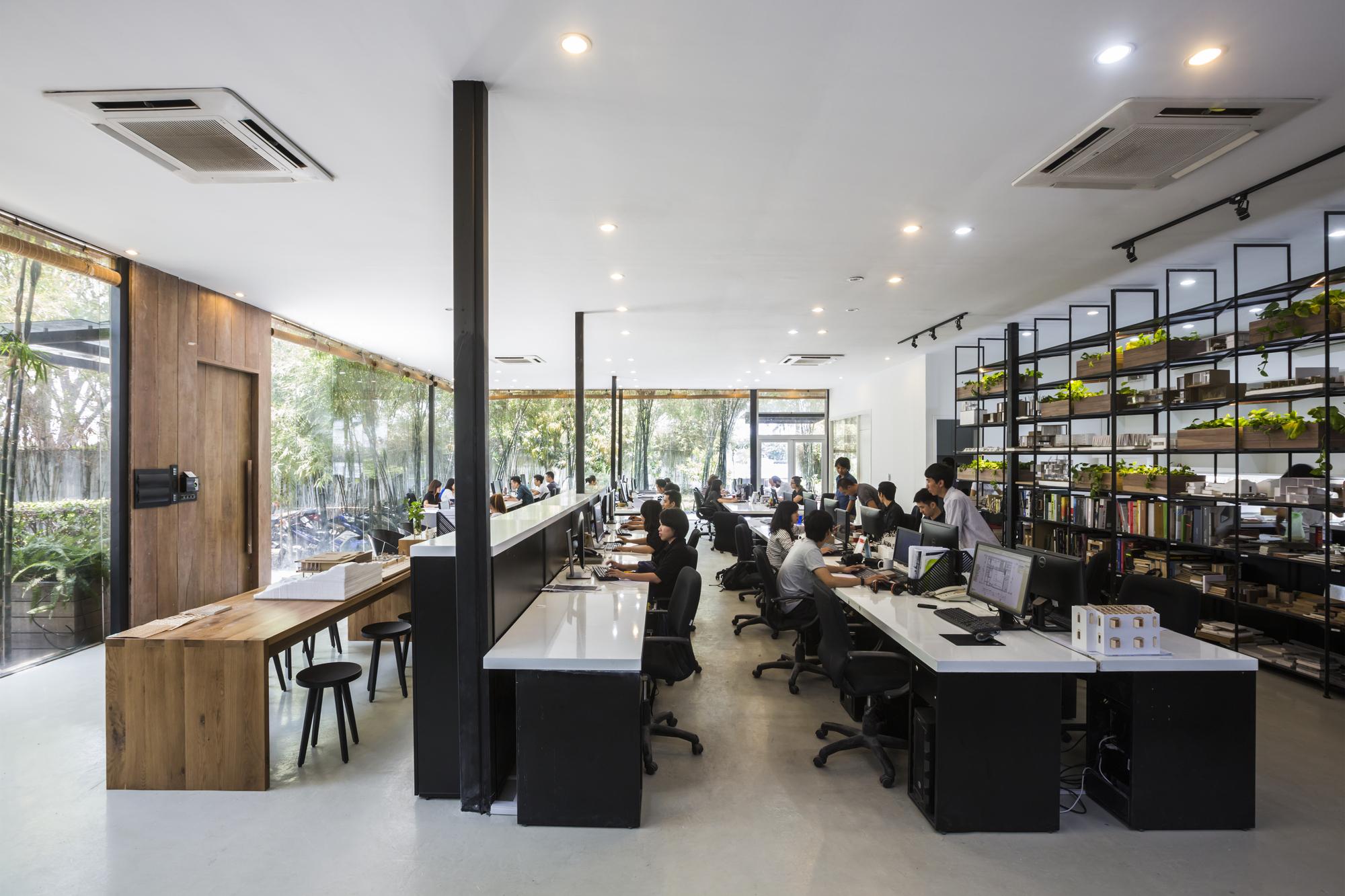 MIA Design Studio Offices / MIA Design Studio | ArchDaily