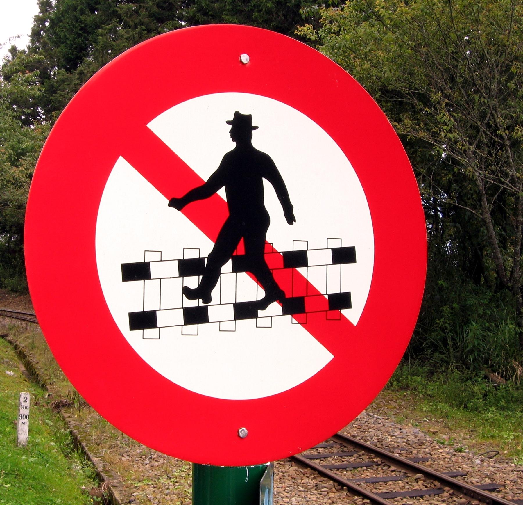 Do not cross railtracks! photo