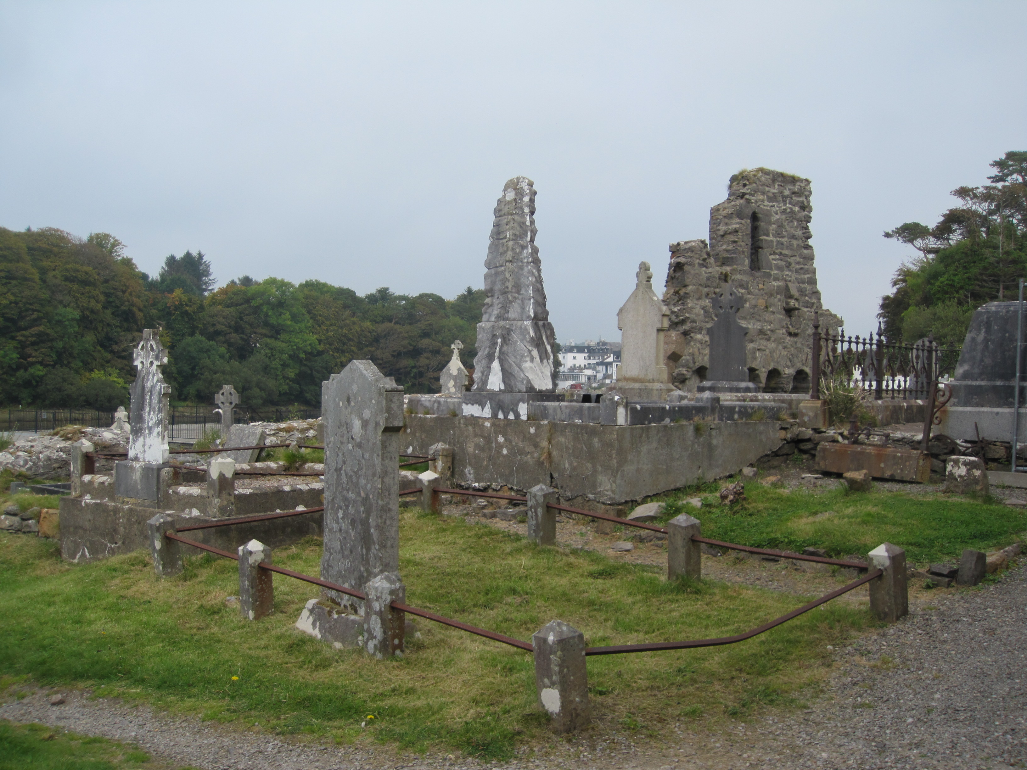 File:Donegal Abbey Cemetery.JPG - Wikimedia Commons