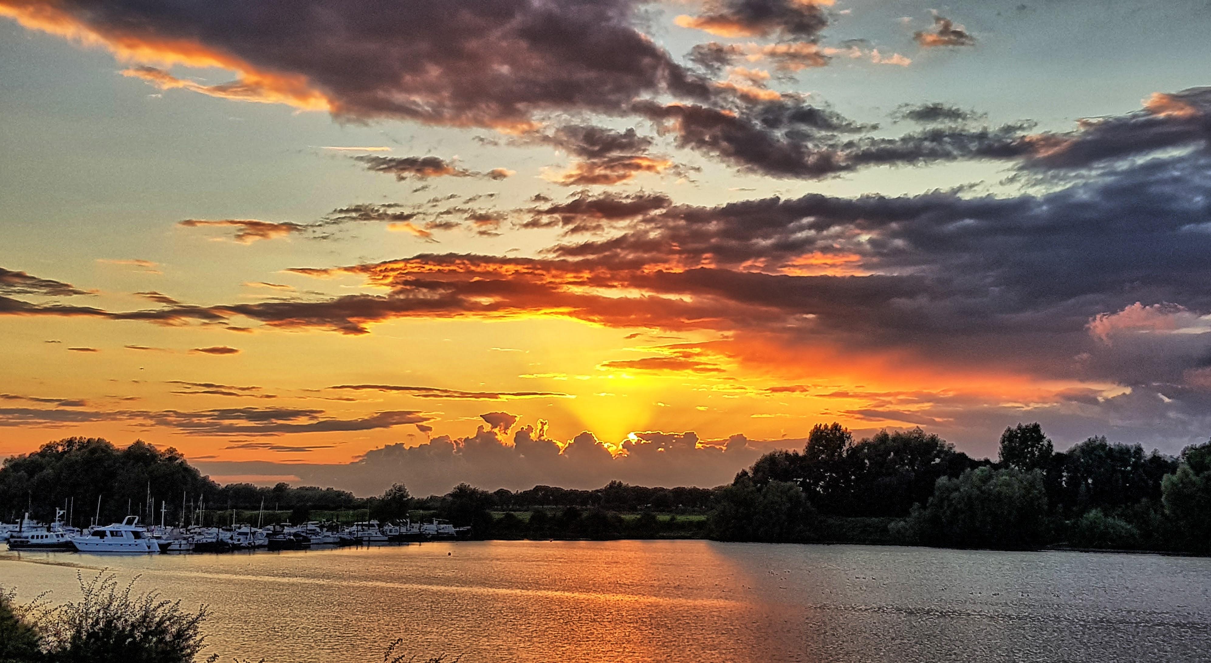 Dramatic-sunset-near-waterfront, Dramatic-sunset-near-waterfront