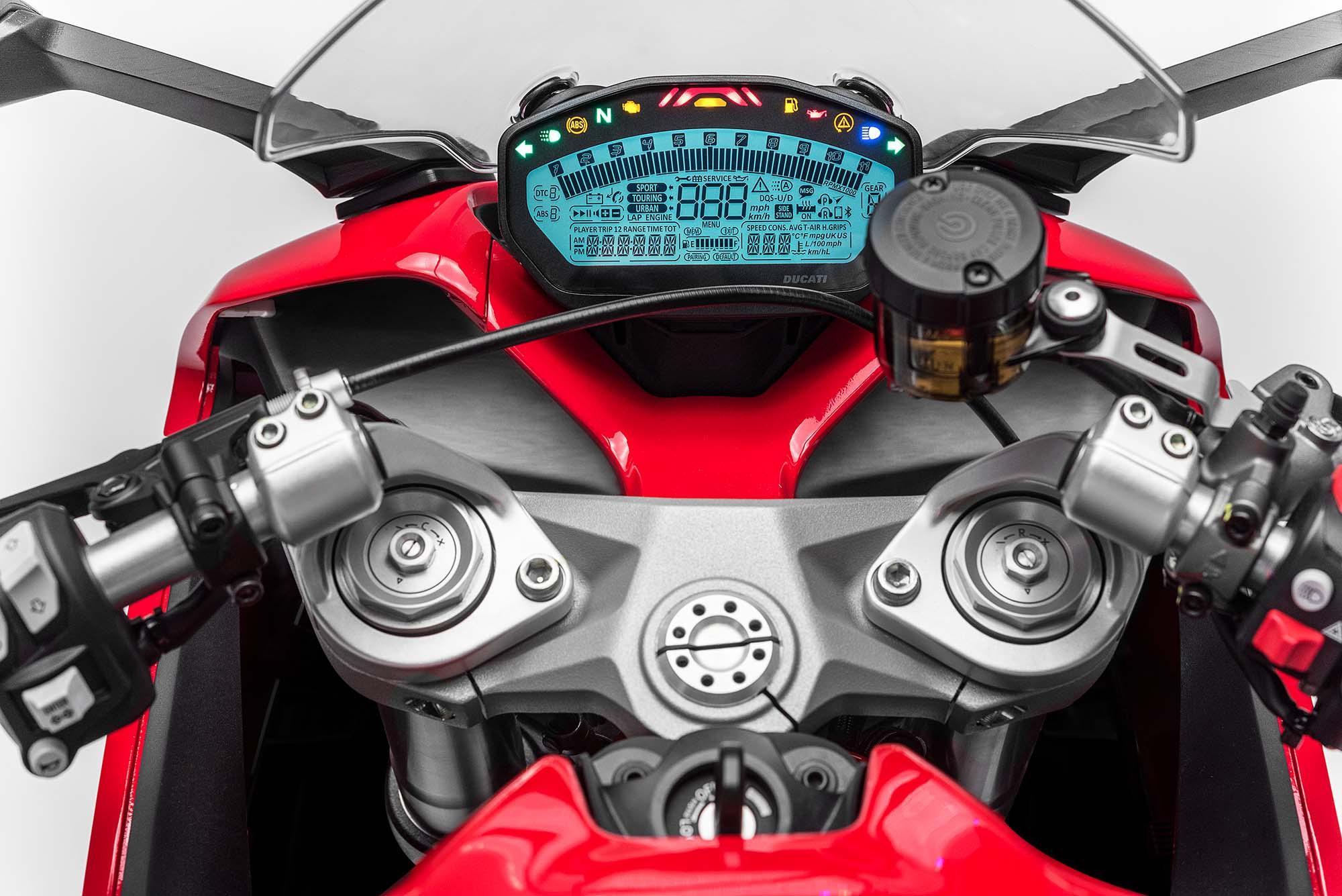 2017 Ducati SuperSport - The Sport Bike Returns - Asphalt & Rubber