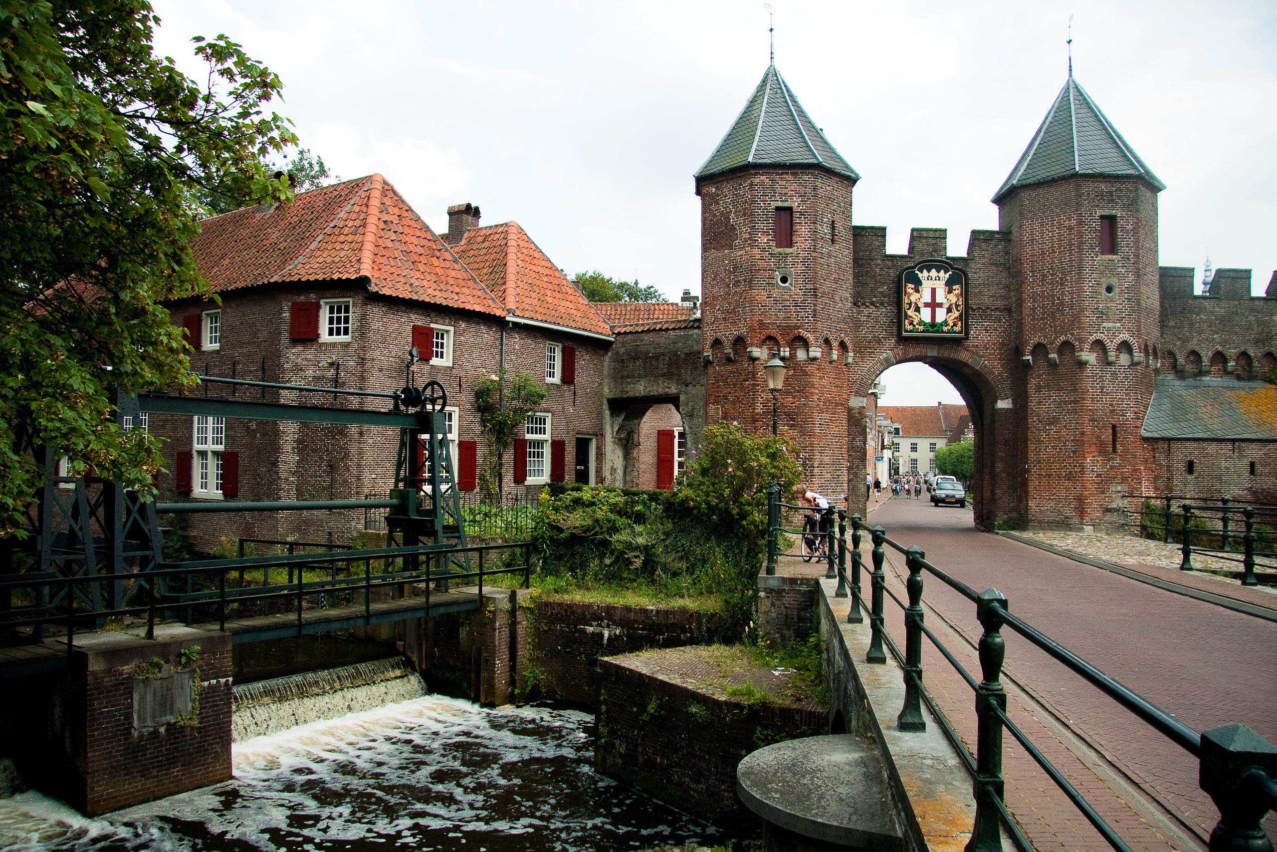 Pictures Cities Netherlands Koppelpoort medieval gate in 2560x1707