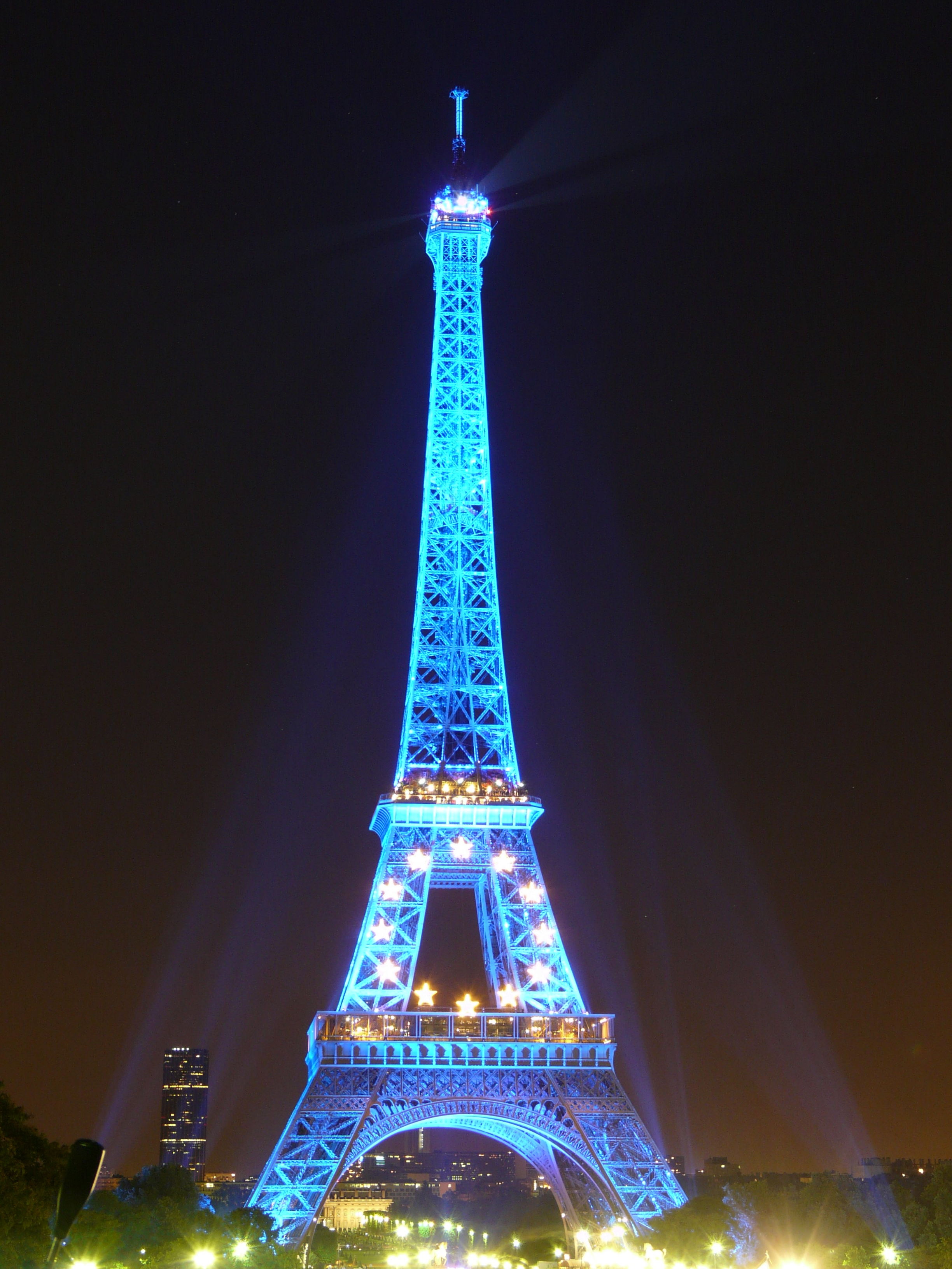 Paris Attacks: Eiffel Tower Goes Dark in France | Time
