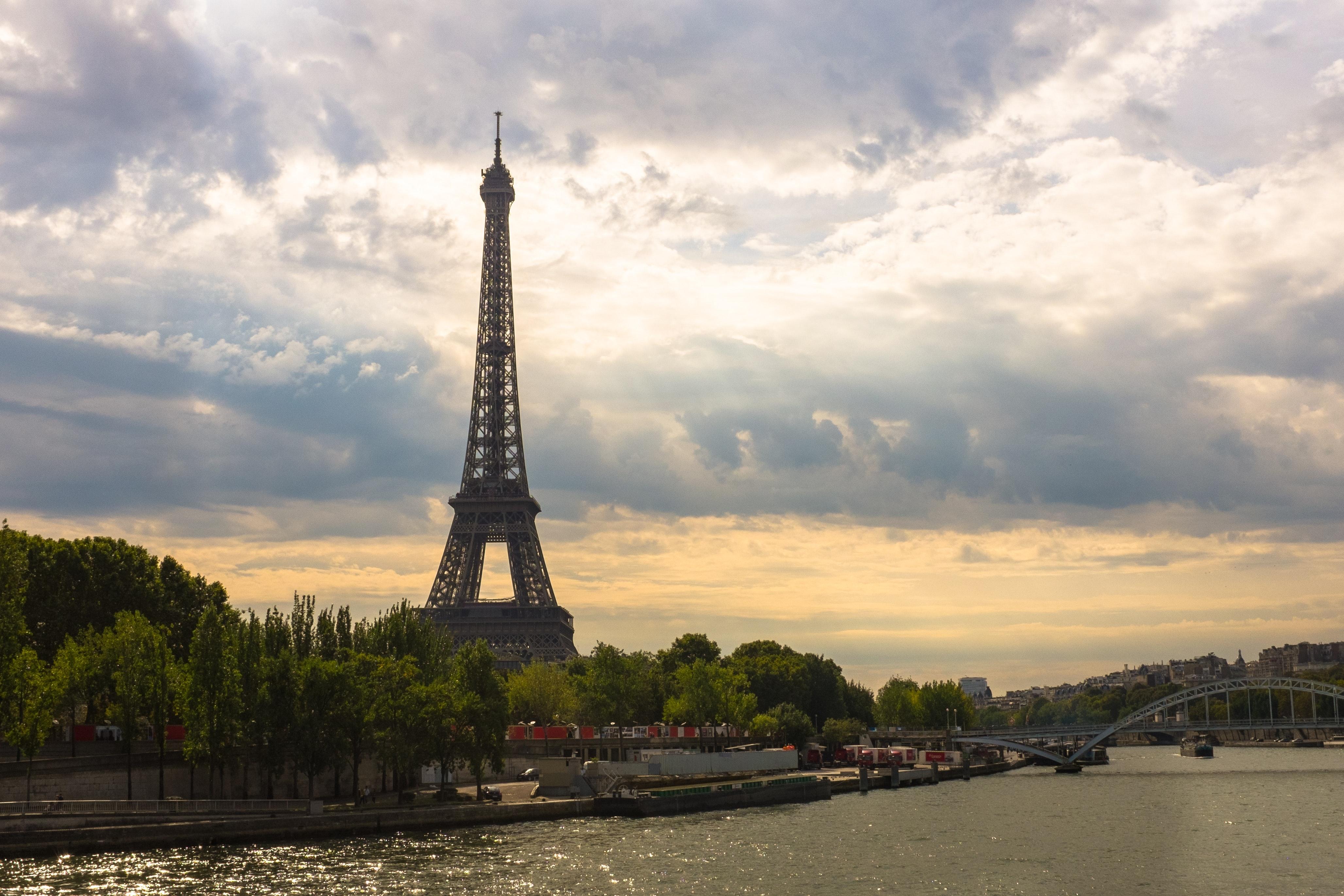 Eiffel tower during daytime photo