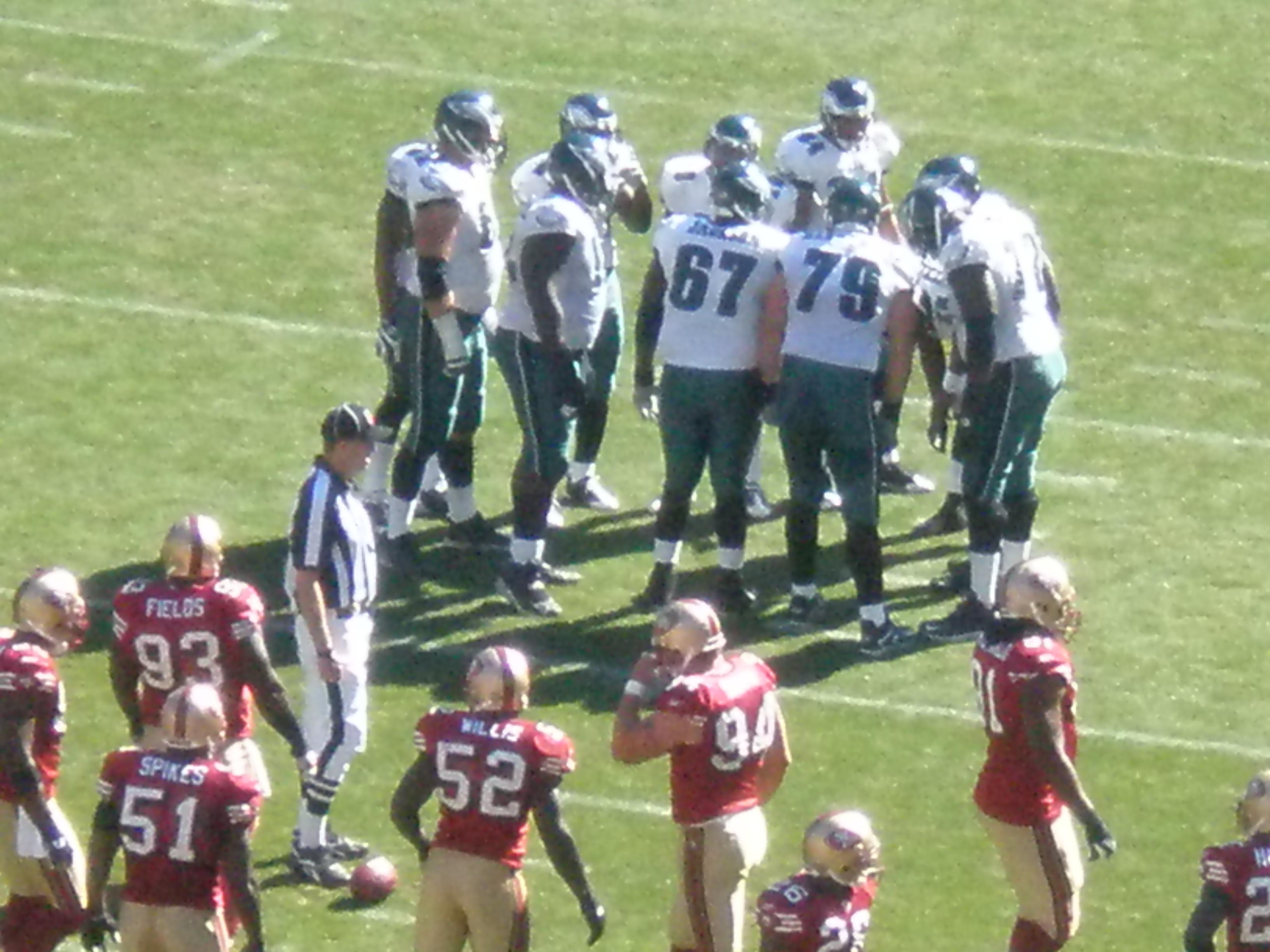 File:Eagles in huddle at Philadelphia at SF 10-12-08 4.JPG ...