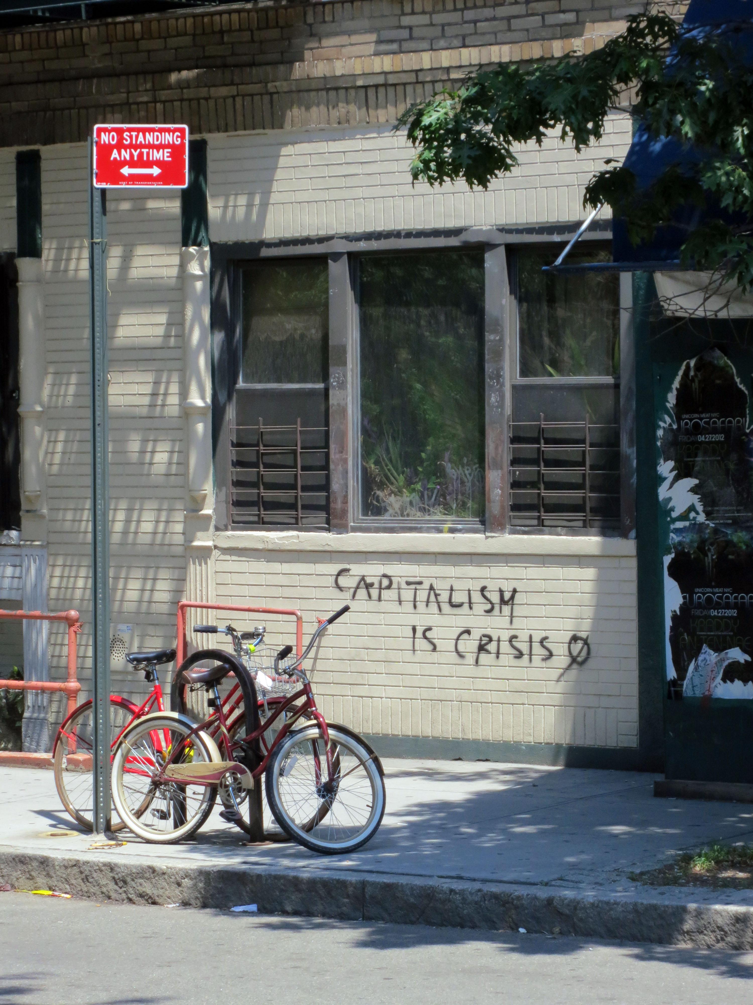 El capitalismo es crisis, Bike, Capitalism, Crisis, Graffiti, HQ Photo