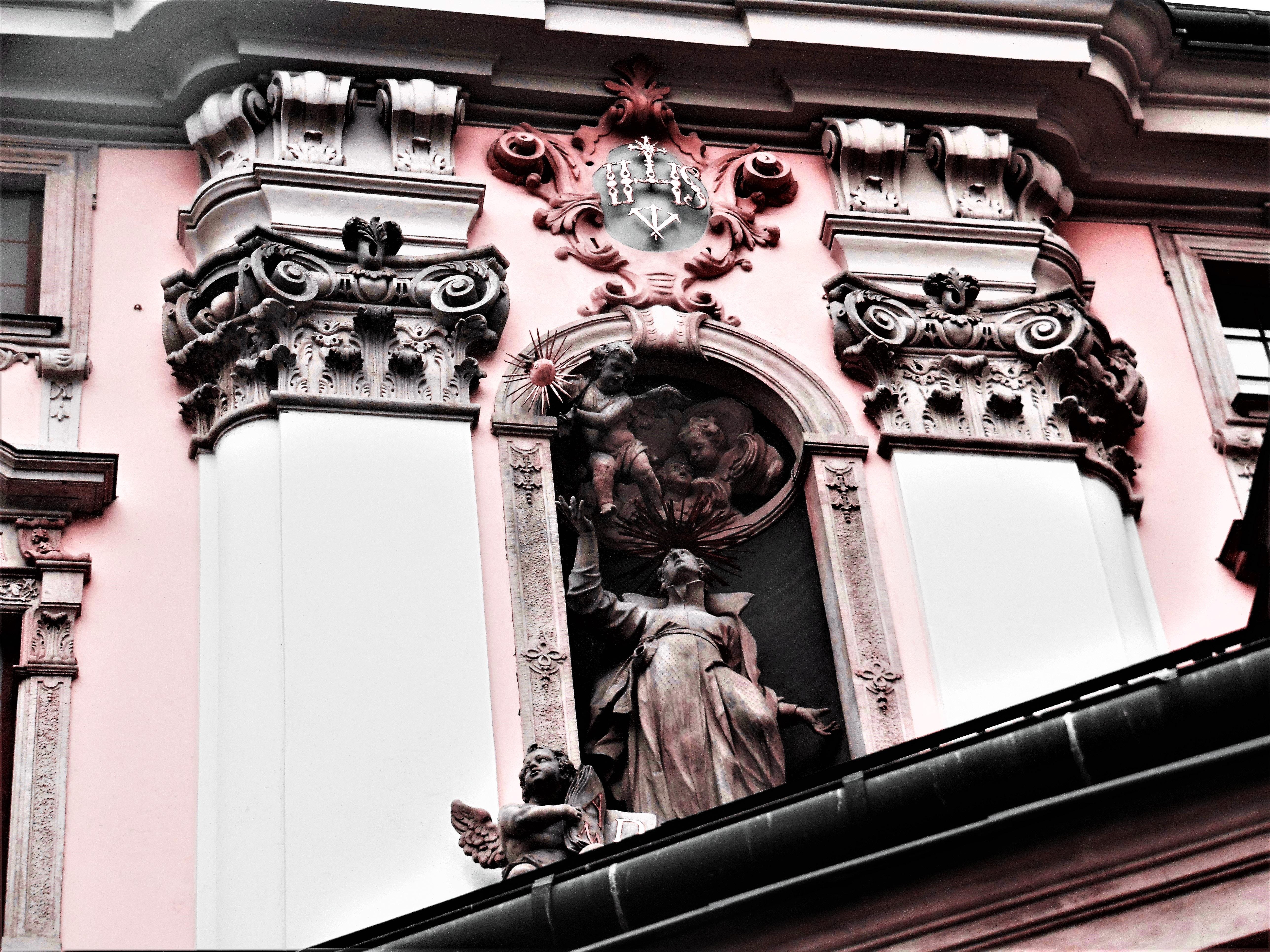 Embossed statue photo