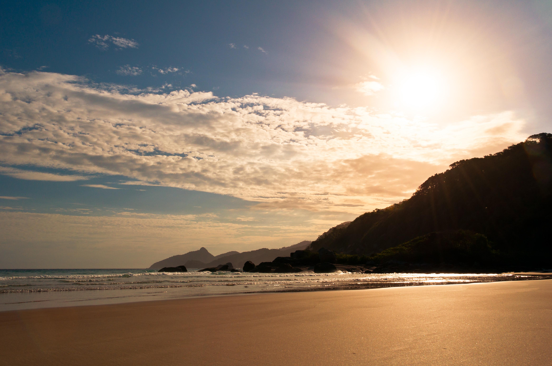 File:Empty Beach.jpg - Wikimedia Commons